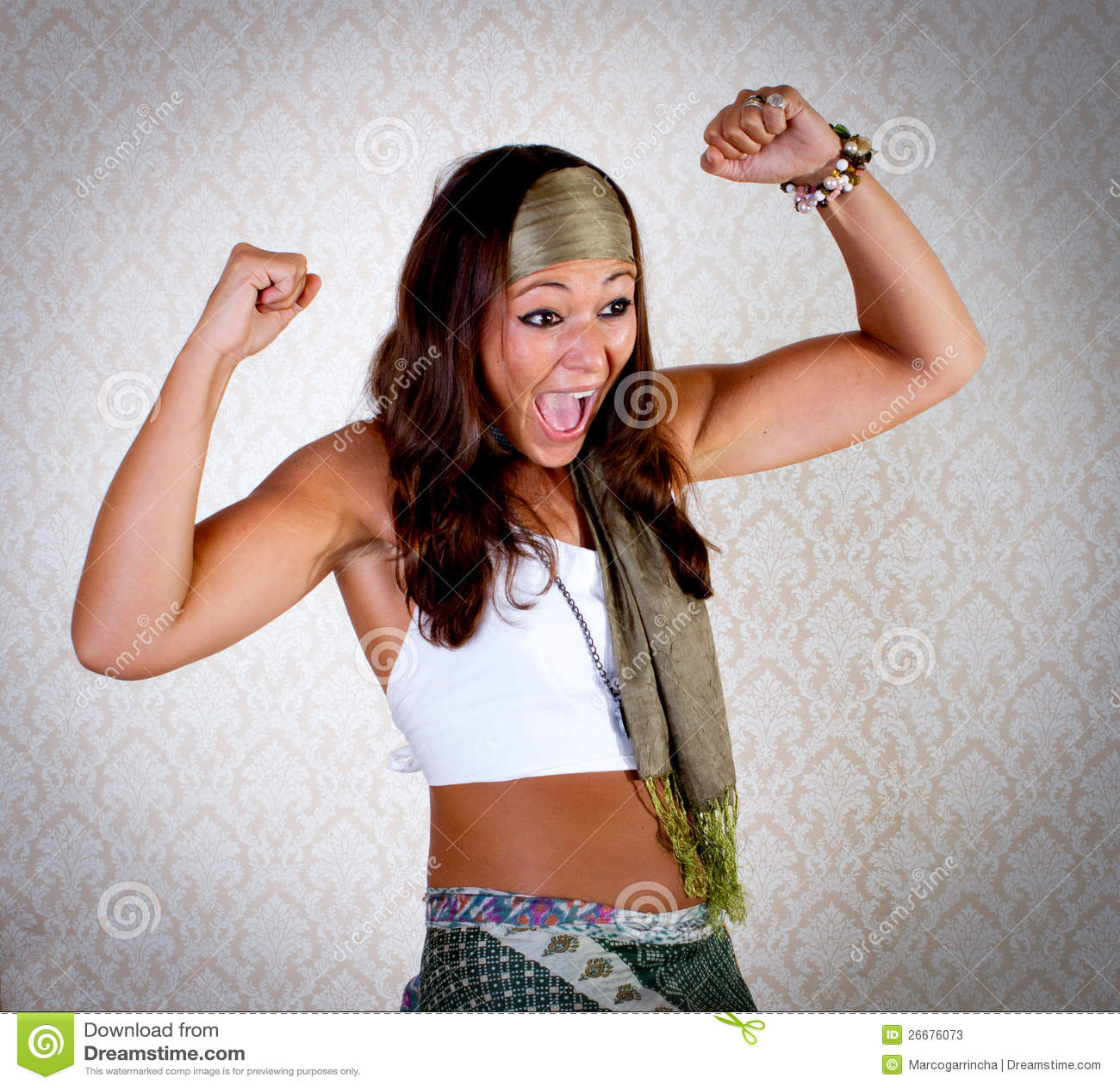 Donna del Hippie con il fronte felice ed il gesto