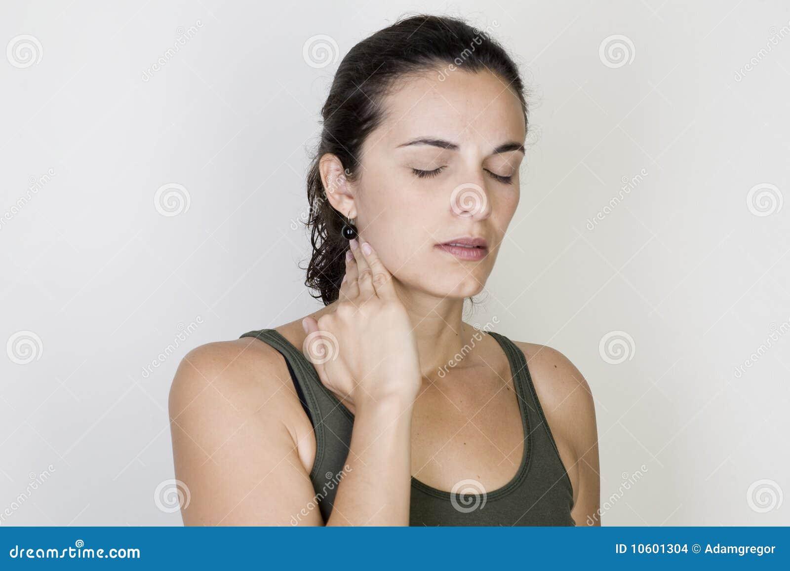 Donna della gola irritata
