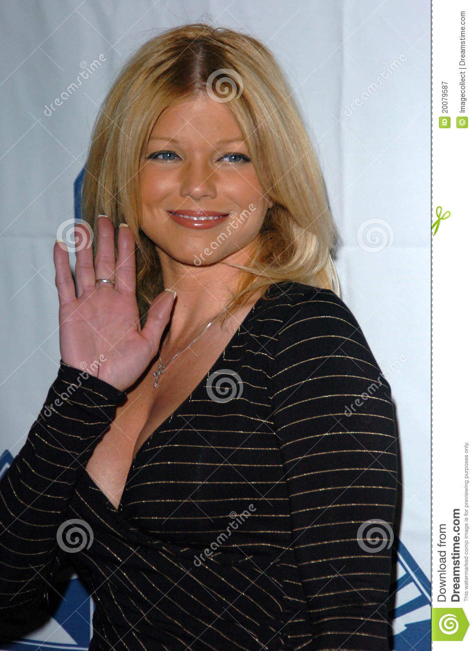 Donna Derrico At The 2005 Covenant With Youth Gala, Beverly Hilton ...