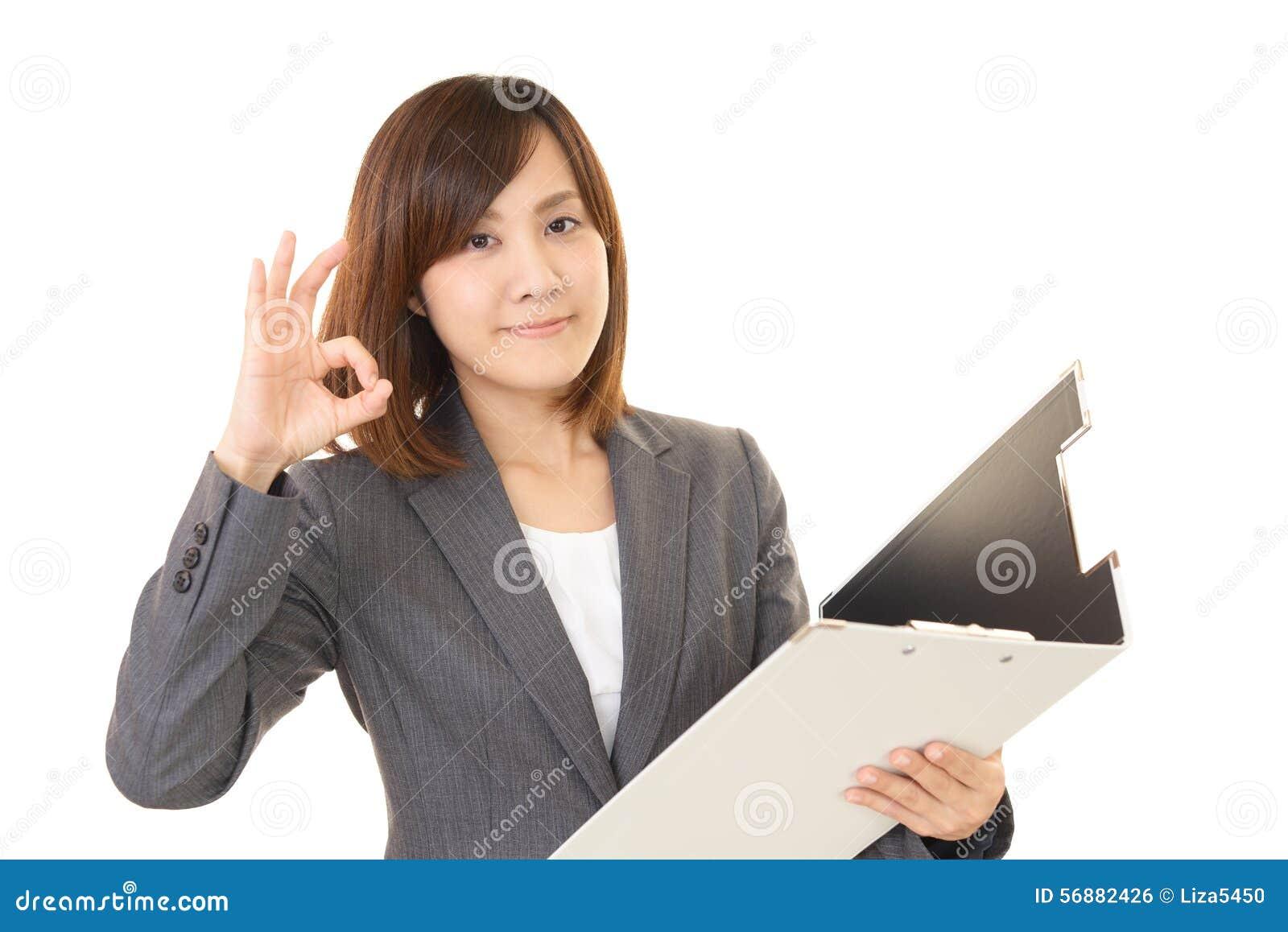 Donna di affari che gode del successo