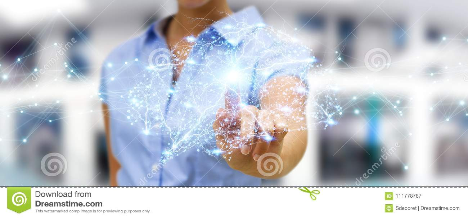 Donna di affari che usando il rende digitale dell interfaccia 3D del cervello umano dei raggi x