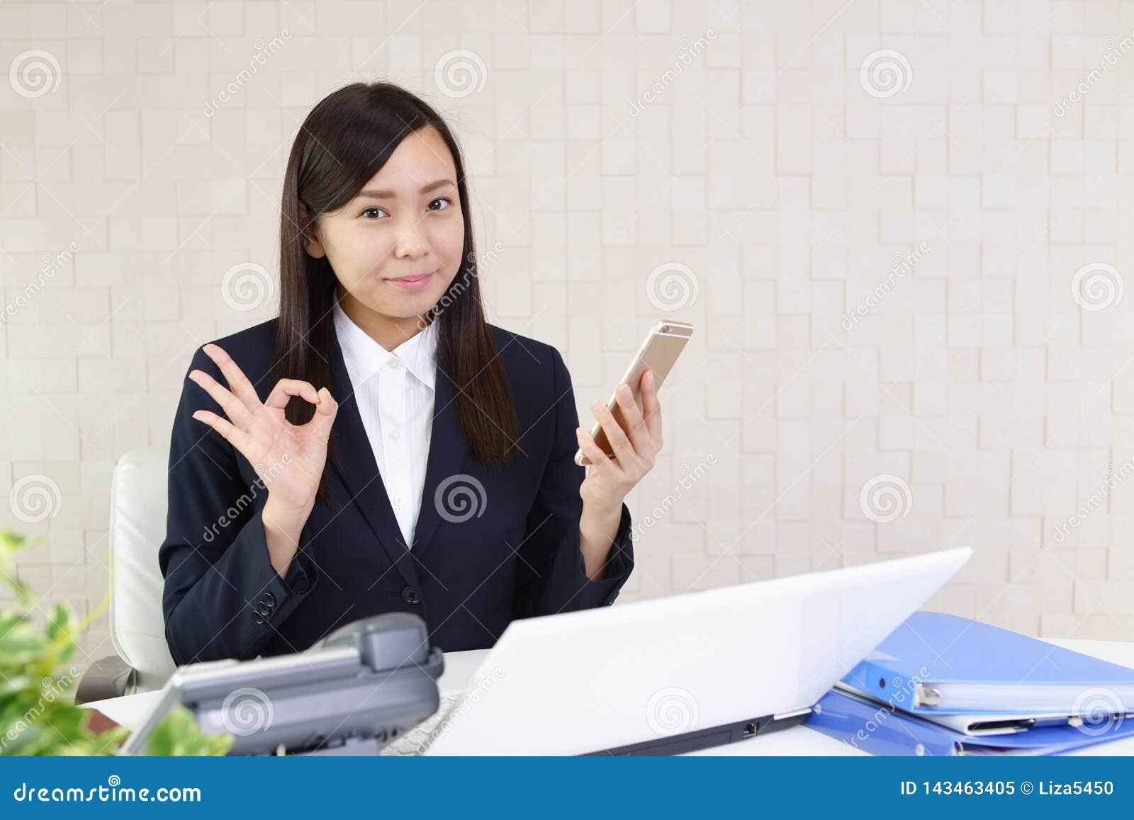 Donna di affari con uno Smart Phone
