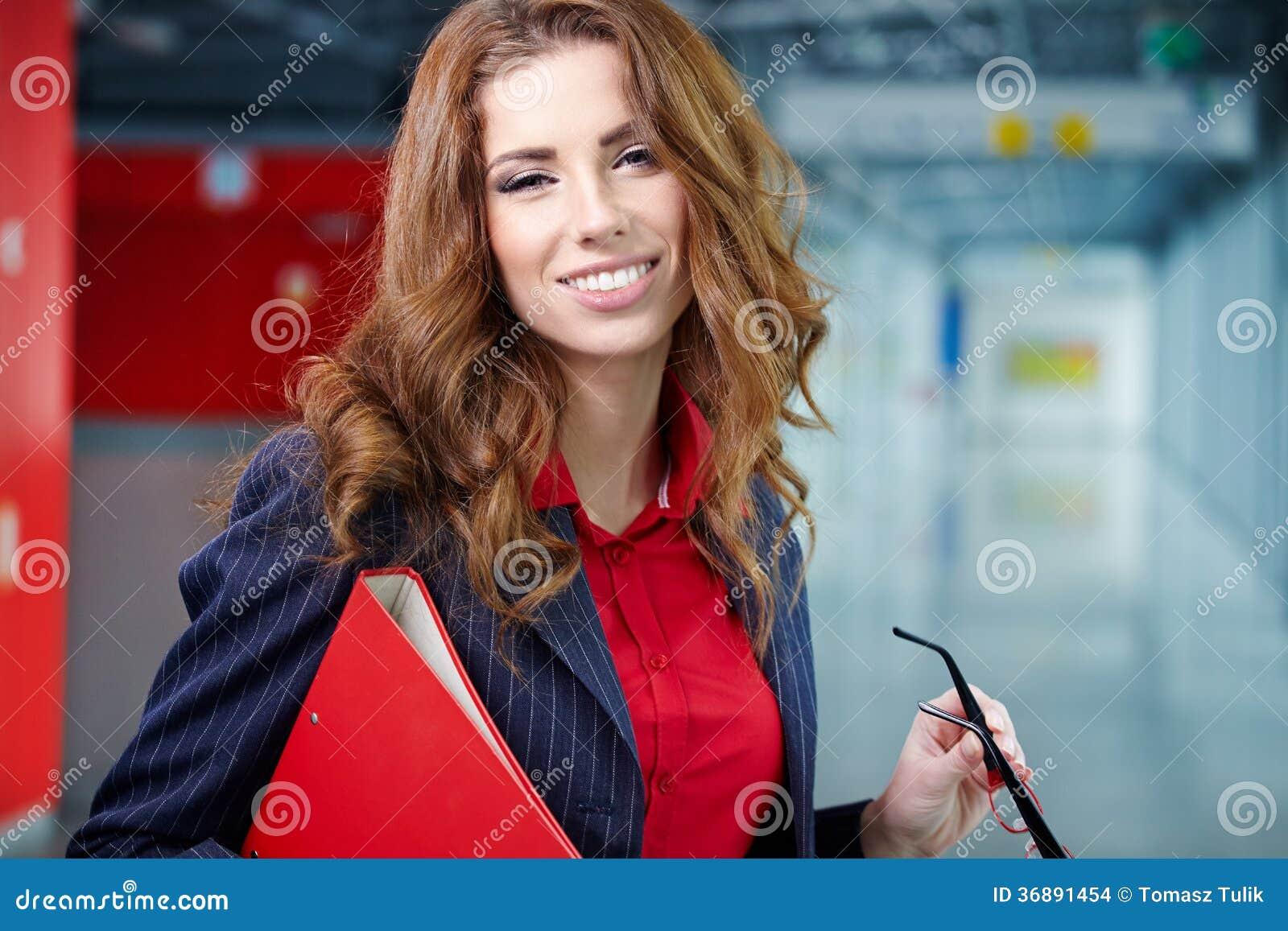 Download Donna Di Affari Nell'interno Di Vetro Fotografia Stock - Immagine di vetri, finanziario: 36891454