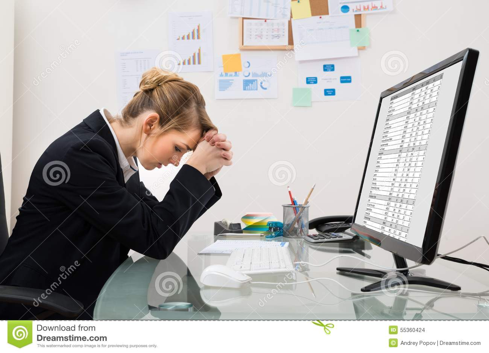 Donna di affari sollecitata in ufficio