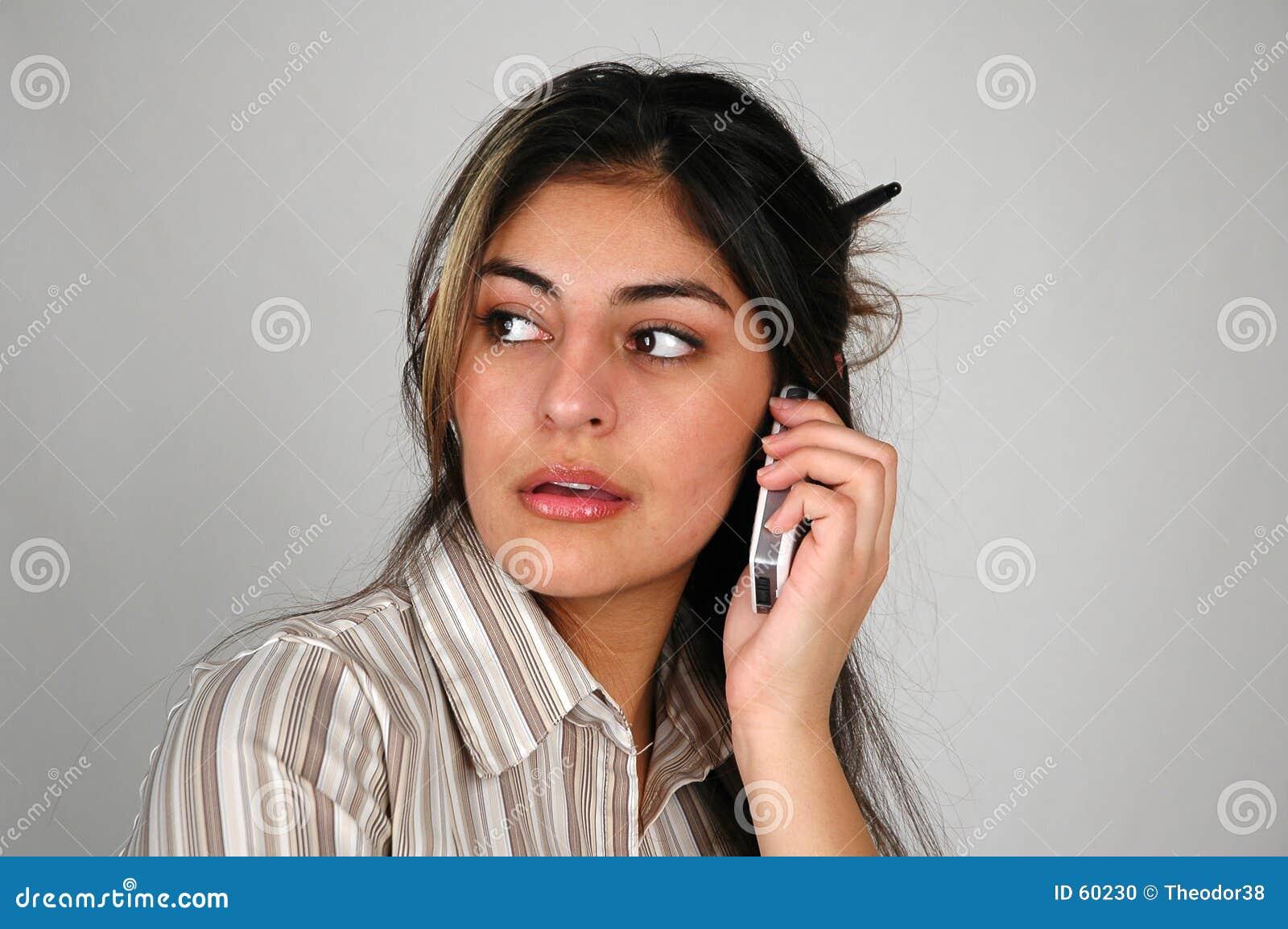 Donna di affari sul cellphone-8
