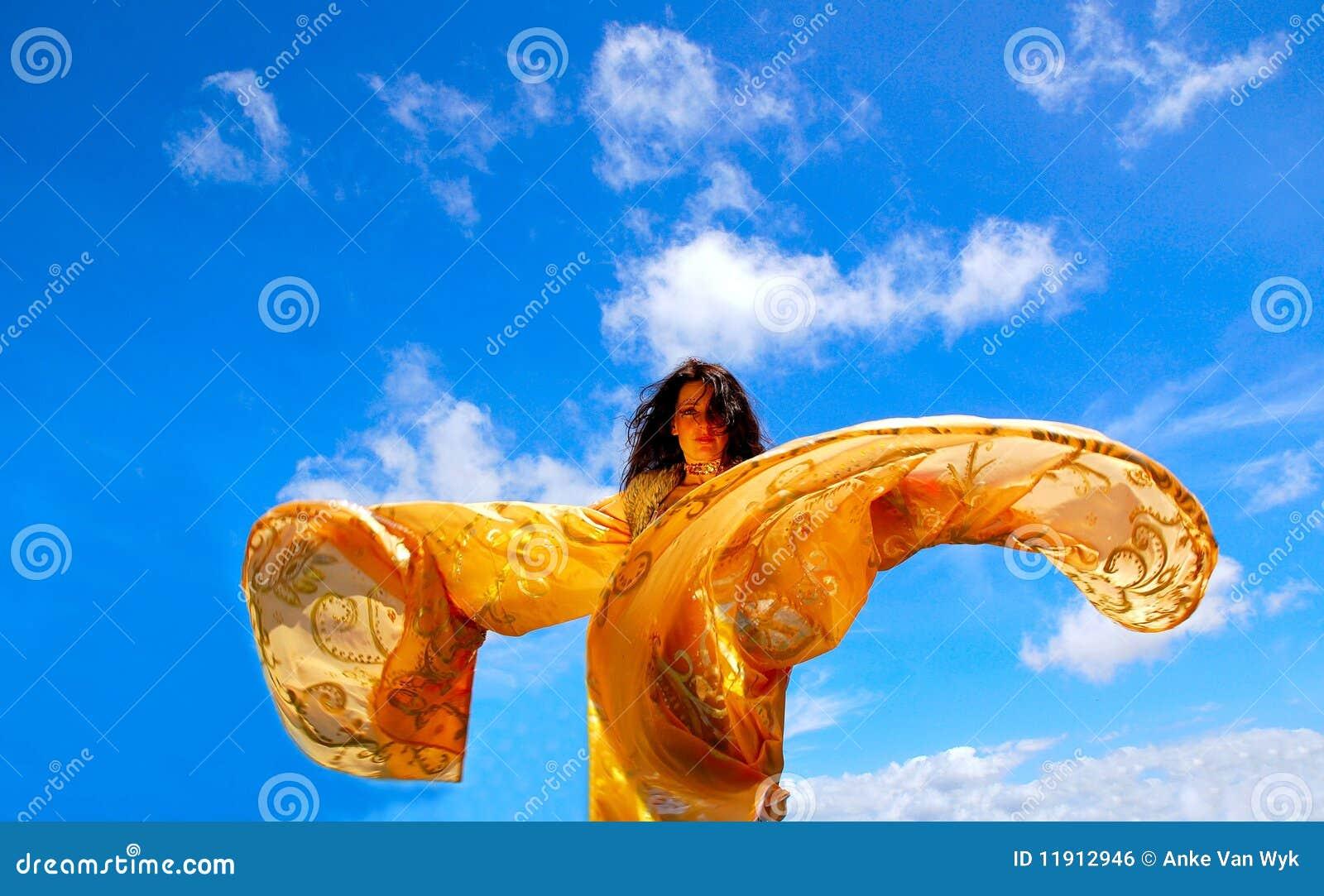 Donna di Dancing con lo scialle