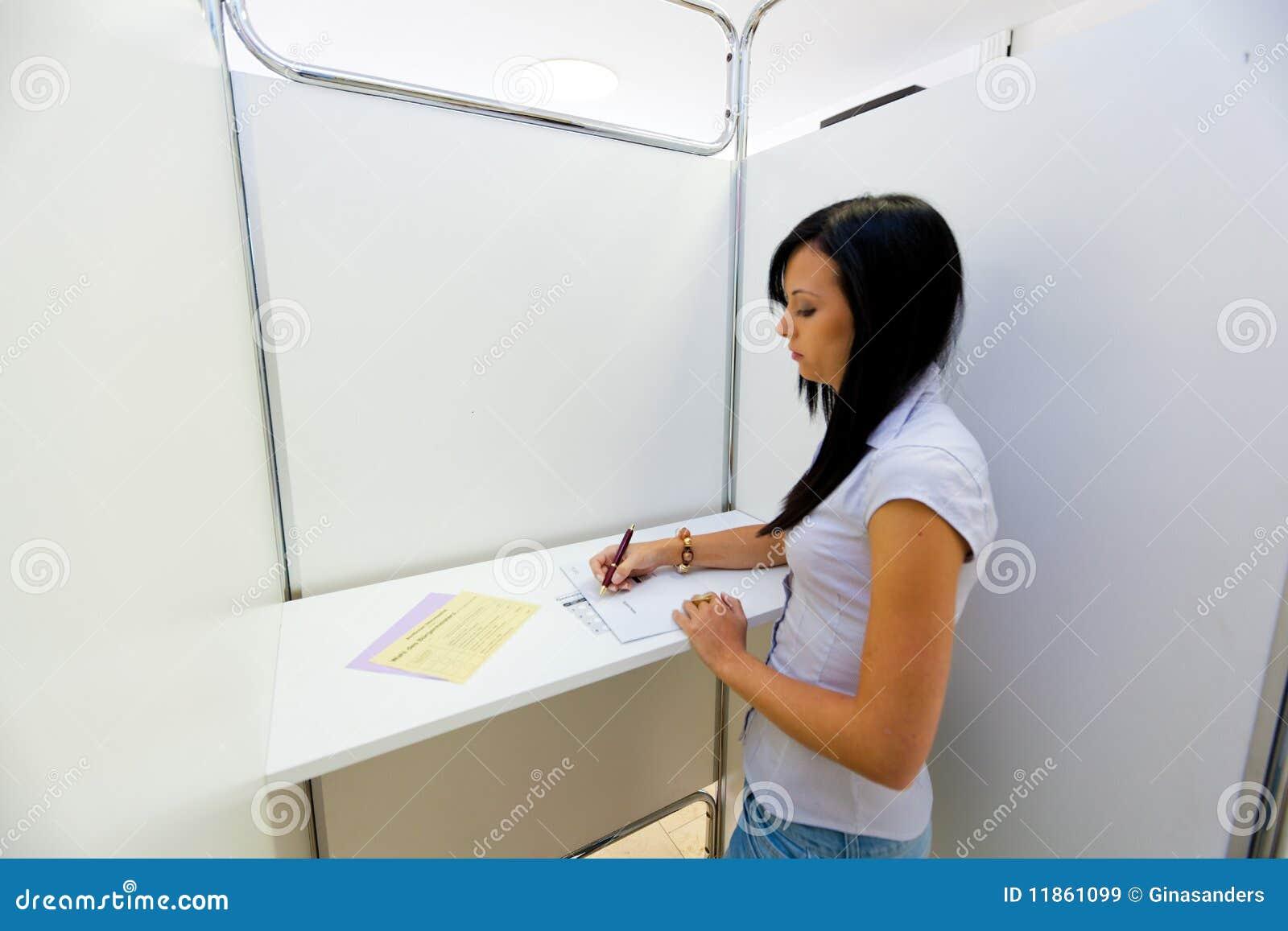 Donna di voto della cabina