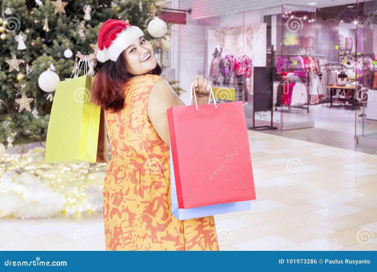 Donna Della I Con Grassa Sacchetti Santa In Di Spesa Cappello Ow4raW7qvO