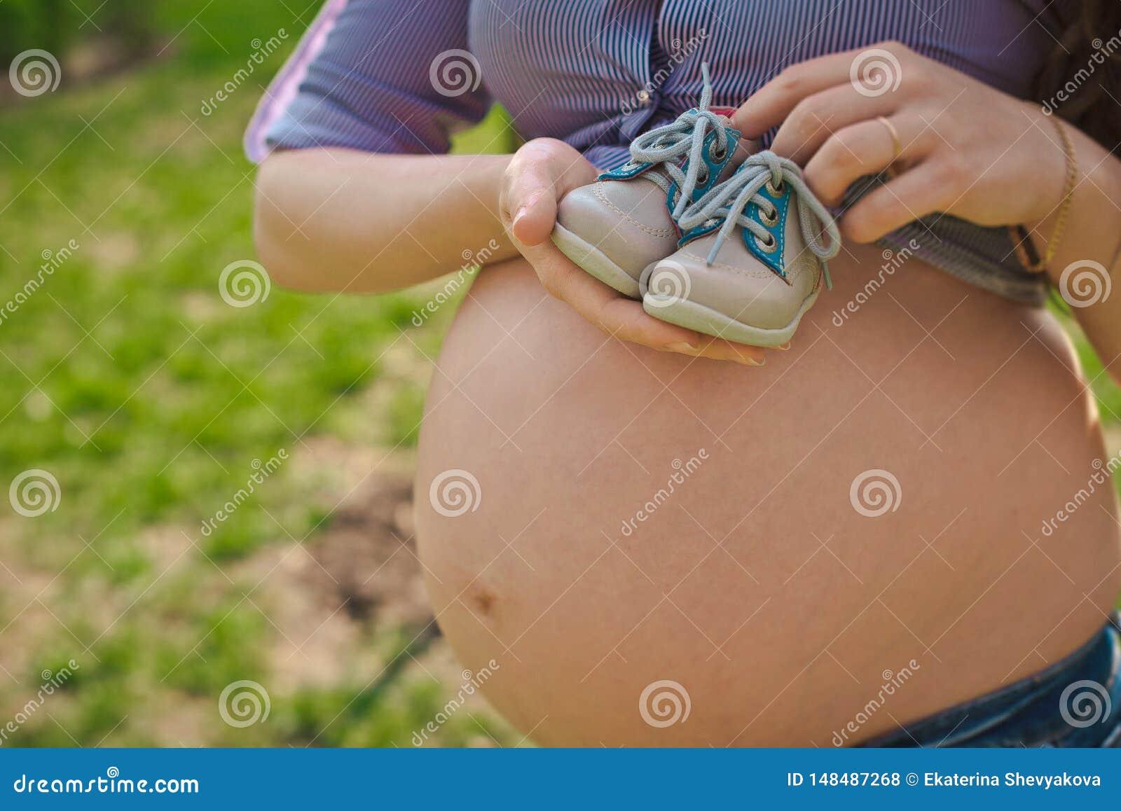 Donna incinta della ragazza incinta