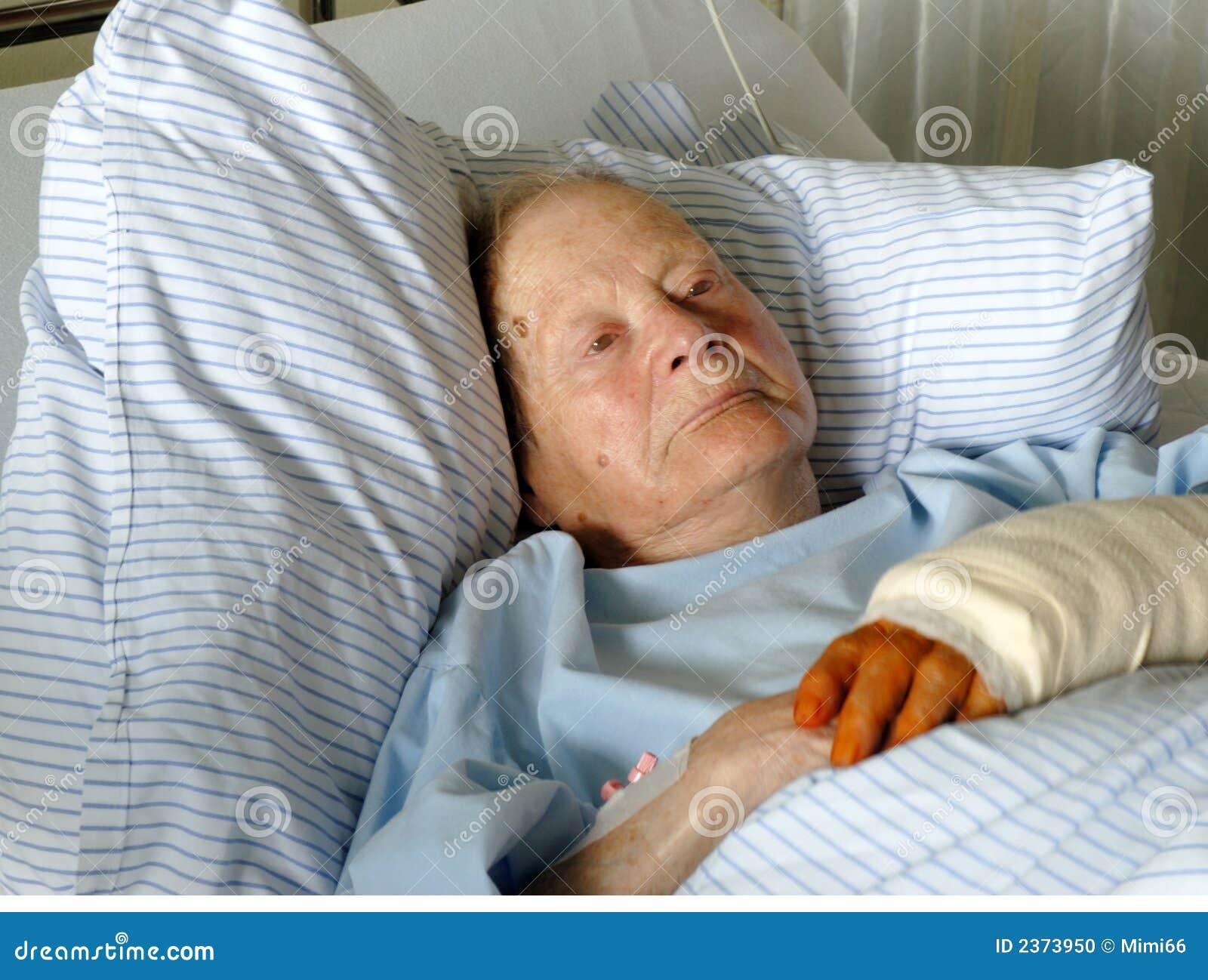 Donna maggiore in ospedale