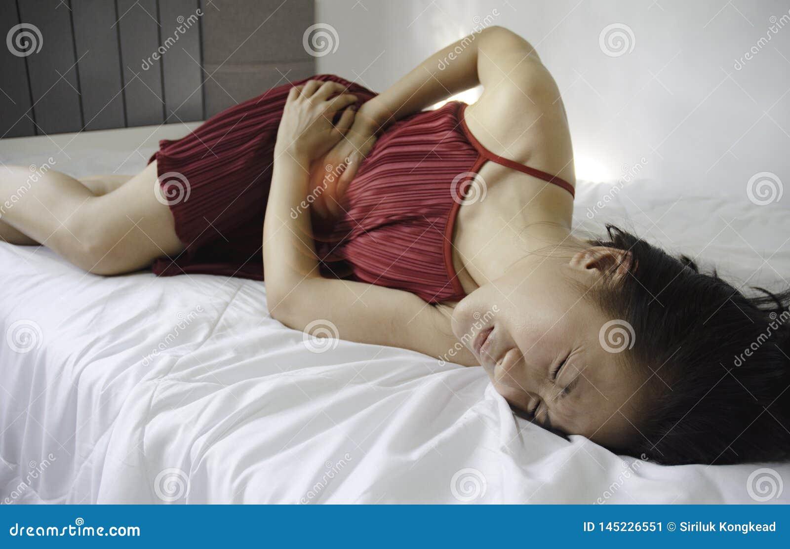 Donna malata con dolore