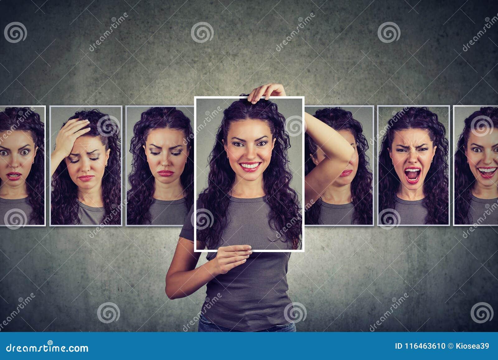 Donna mascherata che esprime le emozioni differenti