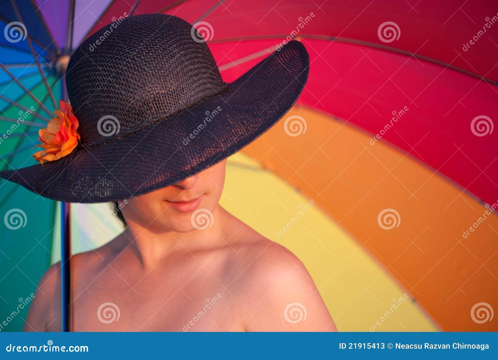 Donna Misteriosa Con Il Cappello Fotografie Stock - Immagine: 21915413