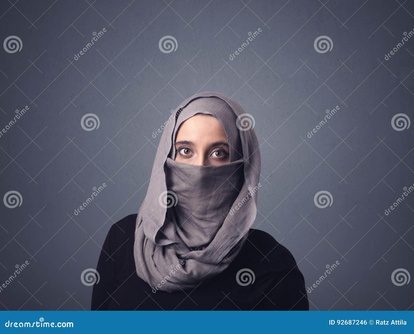 Donna musulmana che indossa Niqab