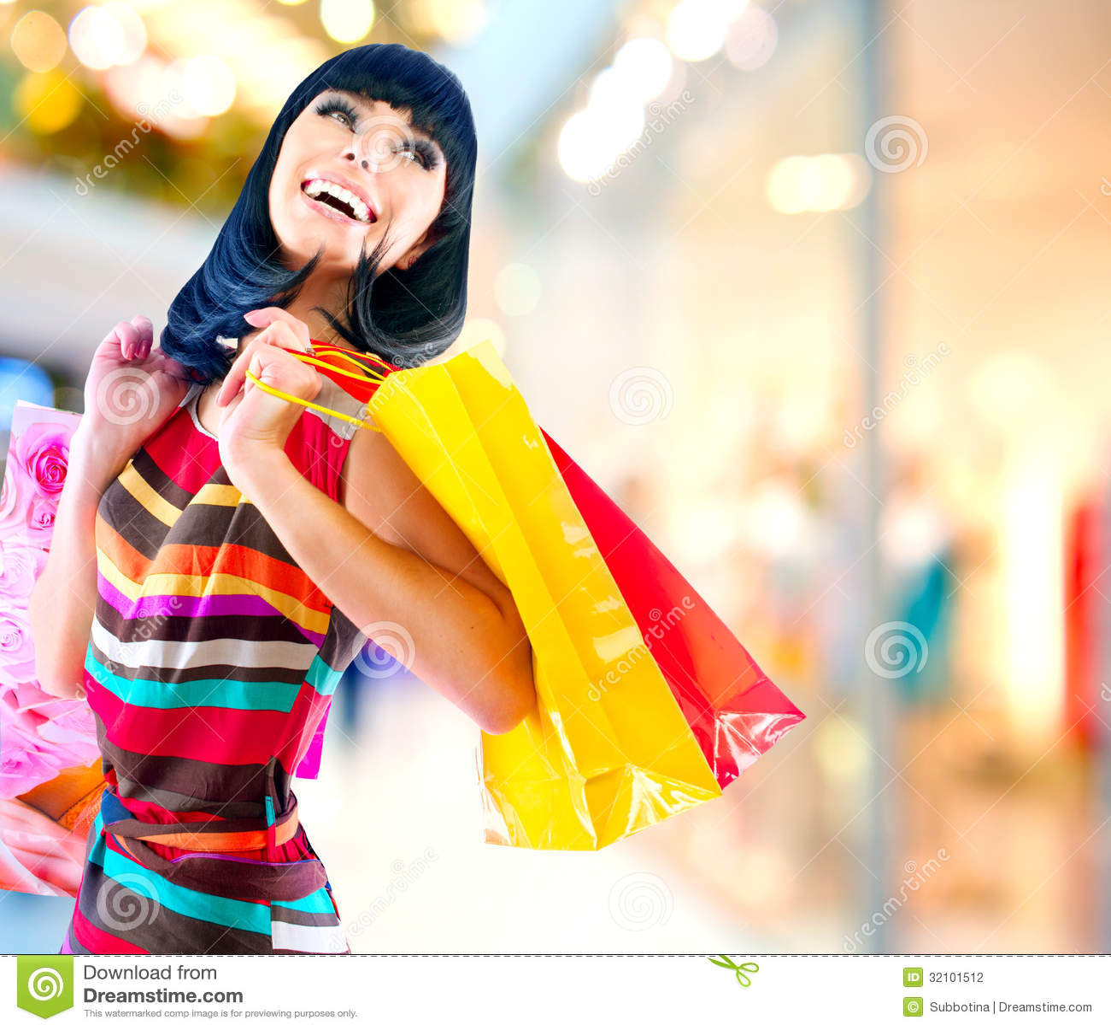 Donna nel centro commerciale