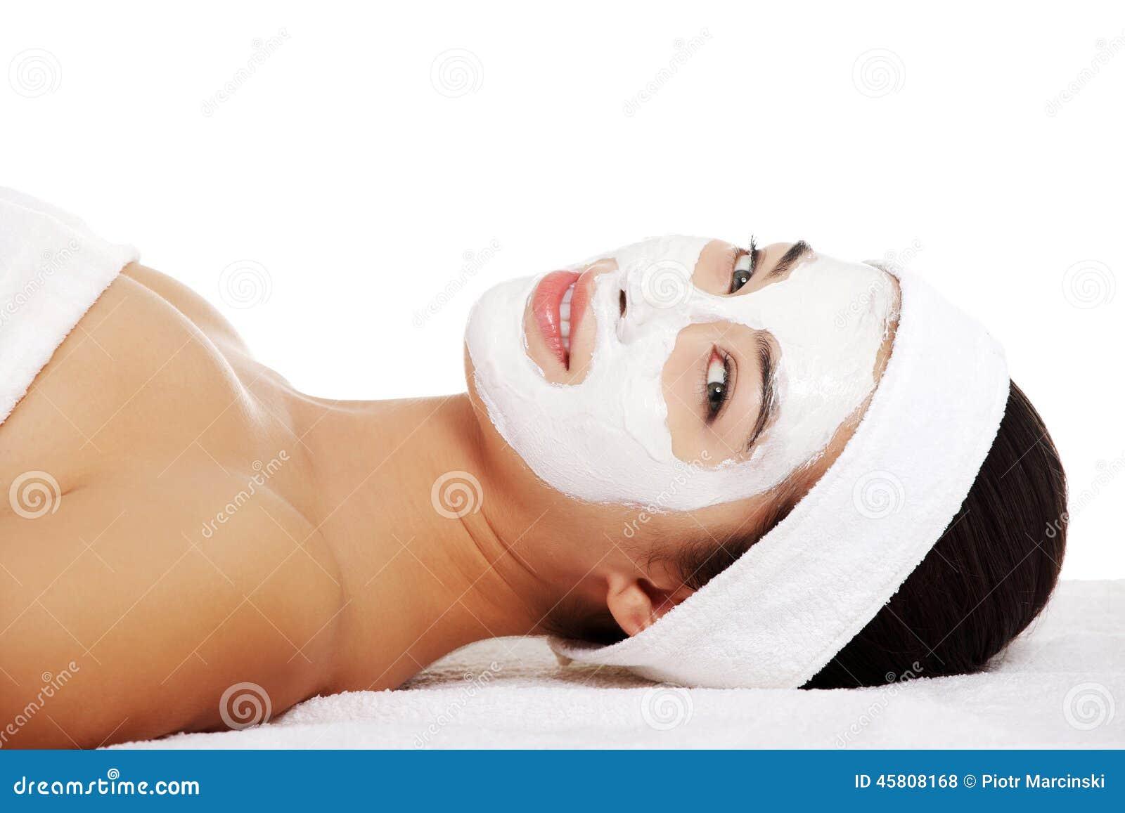 Donna Rilassata Con Una Maschera Di Protezione Di Nutrizione Fotografia Stock - Immagine: 45808168
