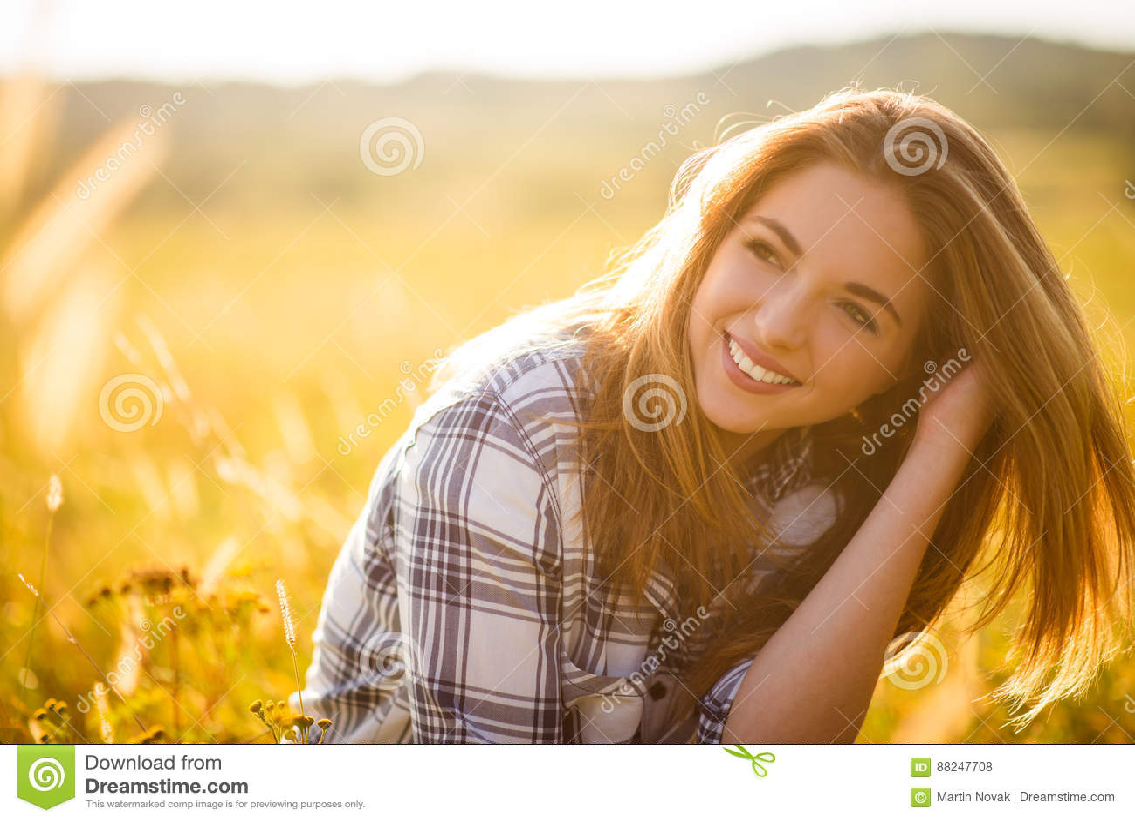 Donna - ritratto soleggiato della natura