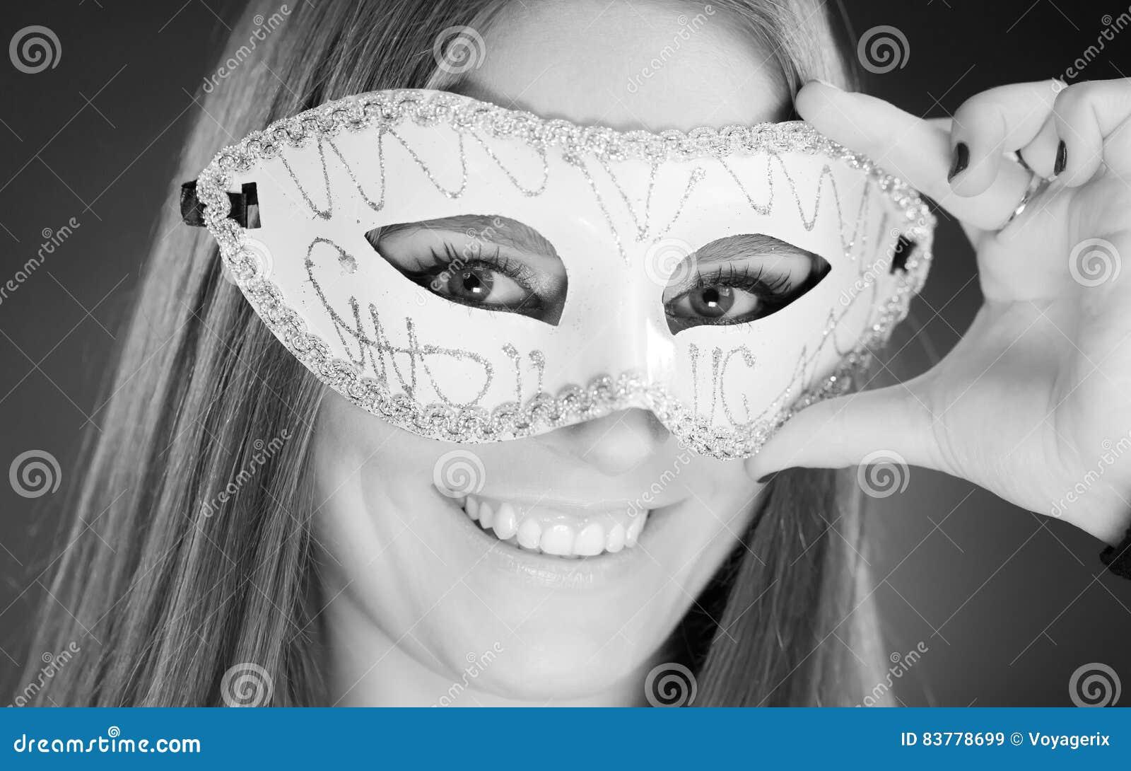 Donna Sensuale Con La Maschera Di Carnevale Immagine Stock ...
