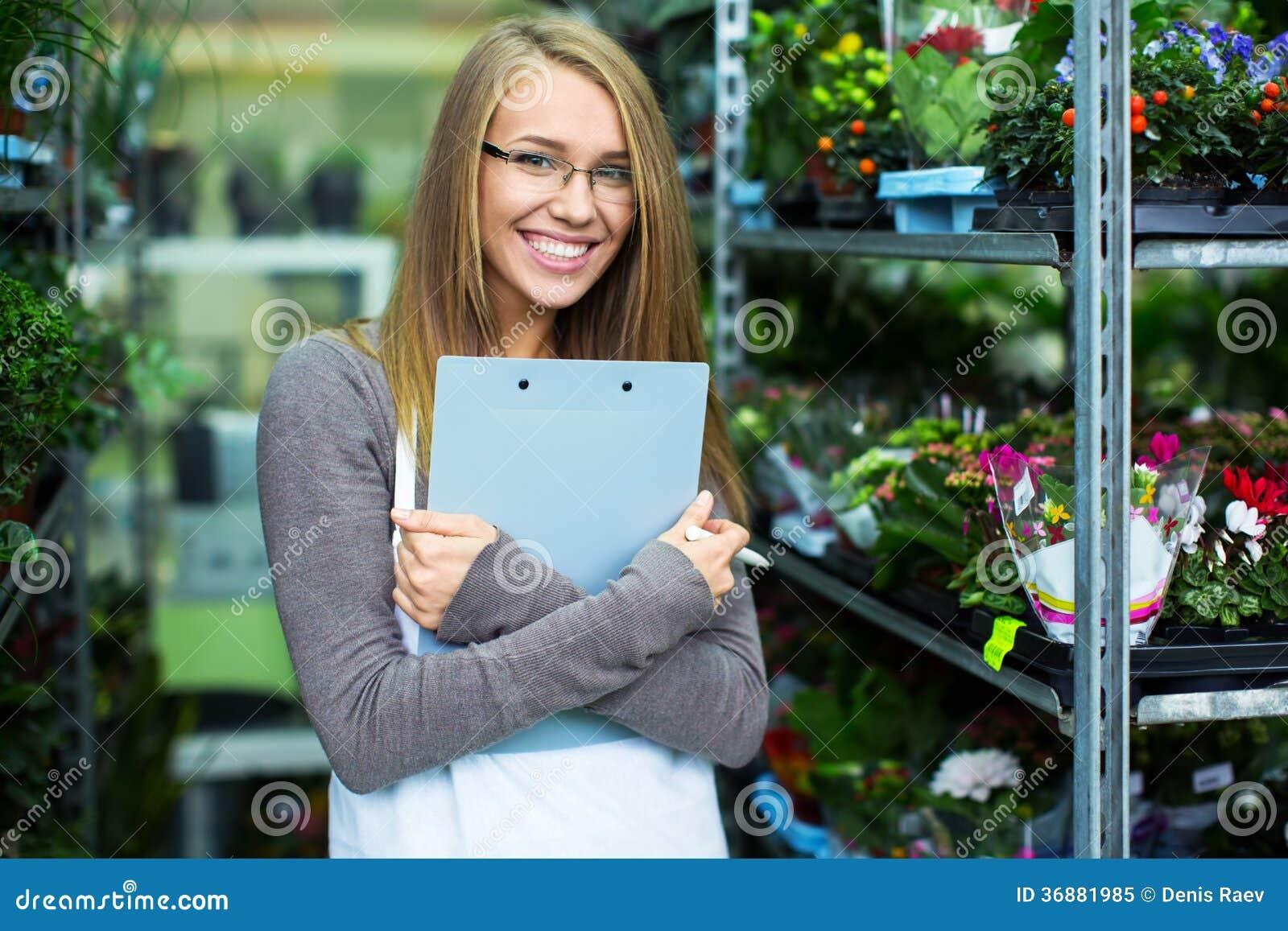 Download Donna sorridente immagine stock. Immagine di femmina - 36881985