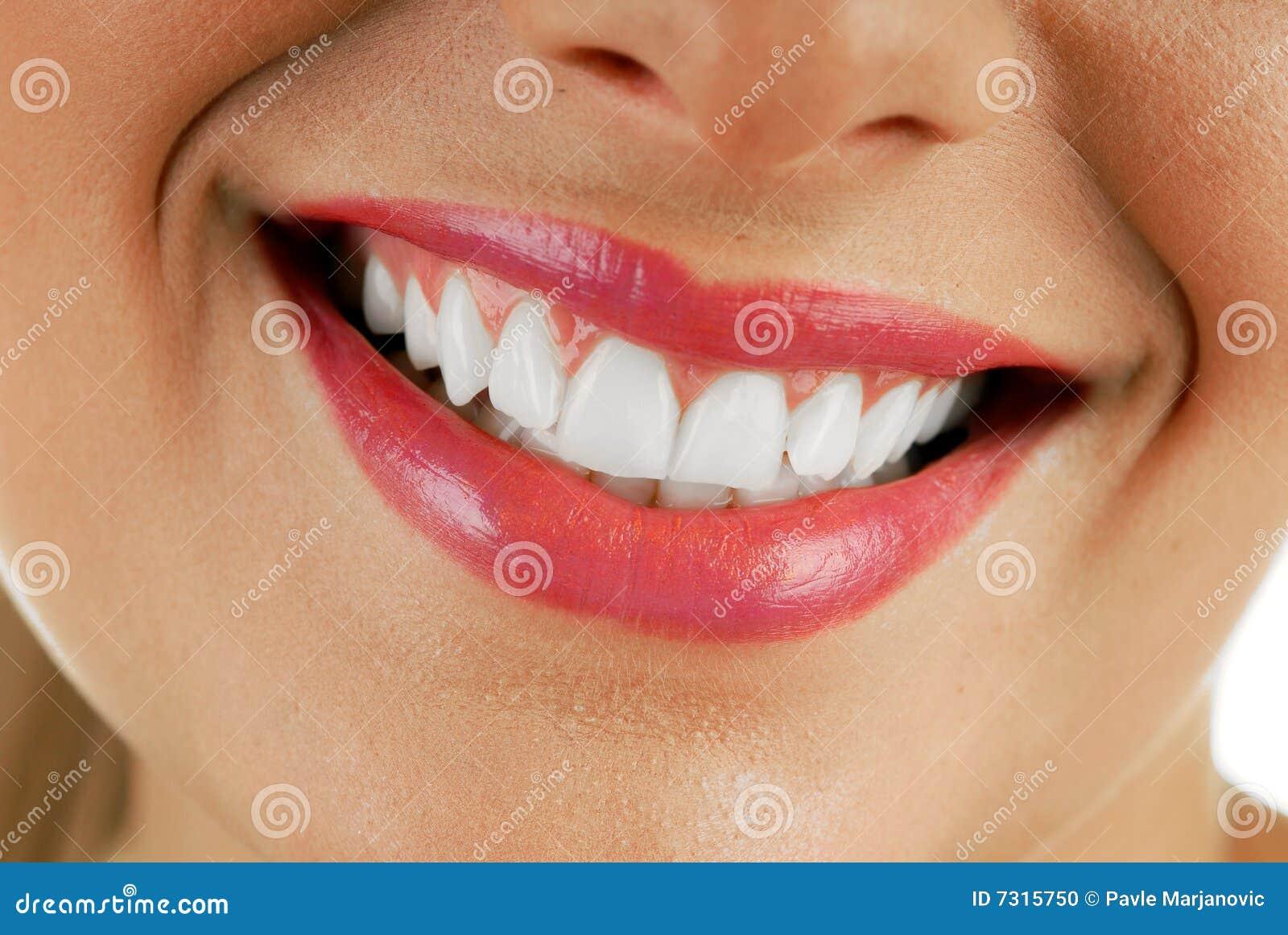Donna sorridente della bocca
