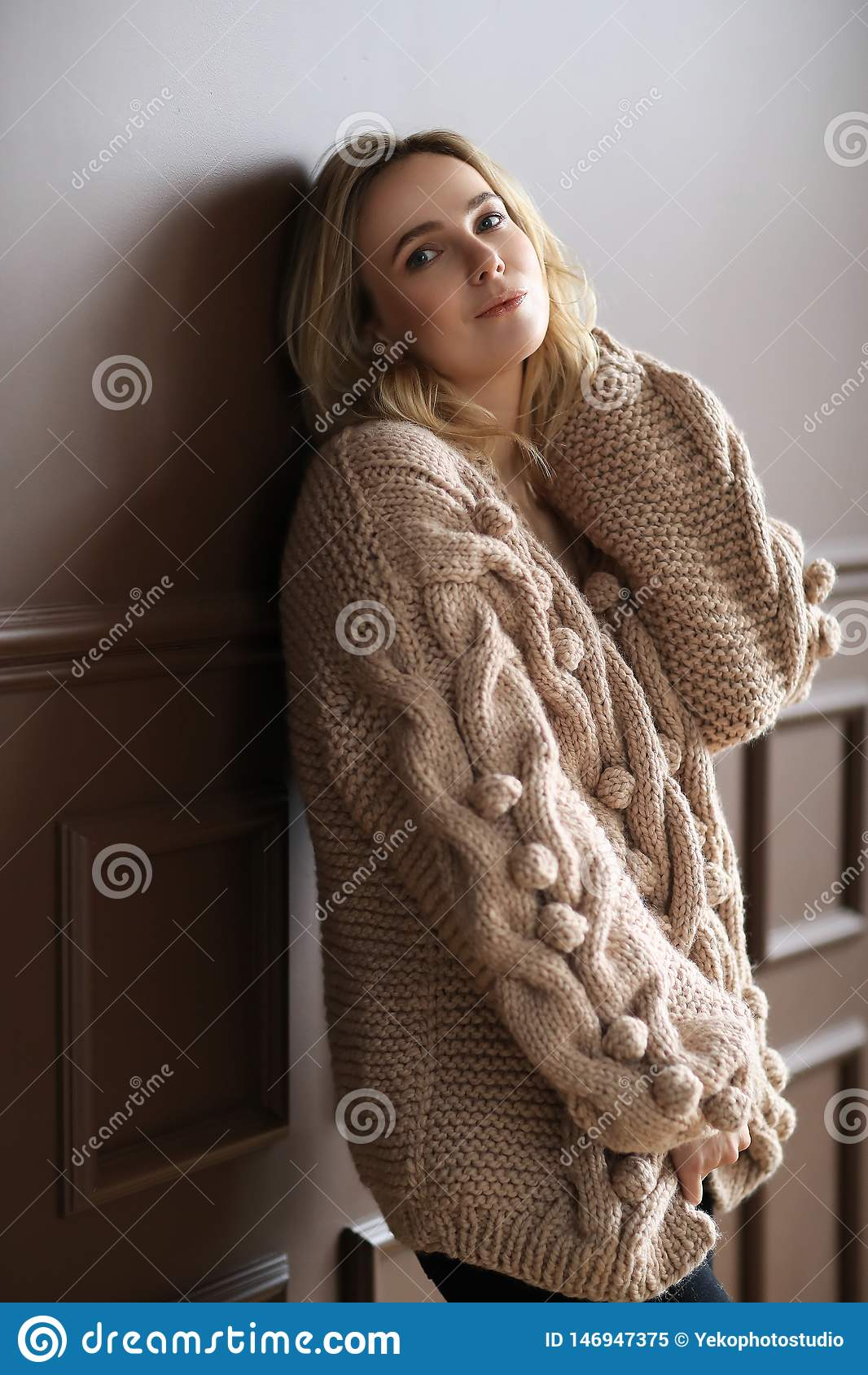Donna in un maglione