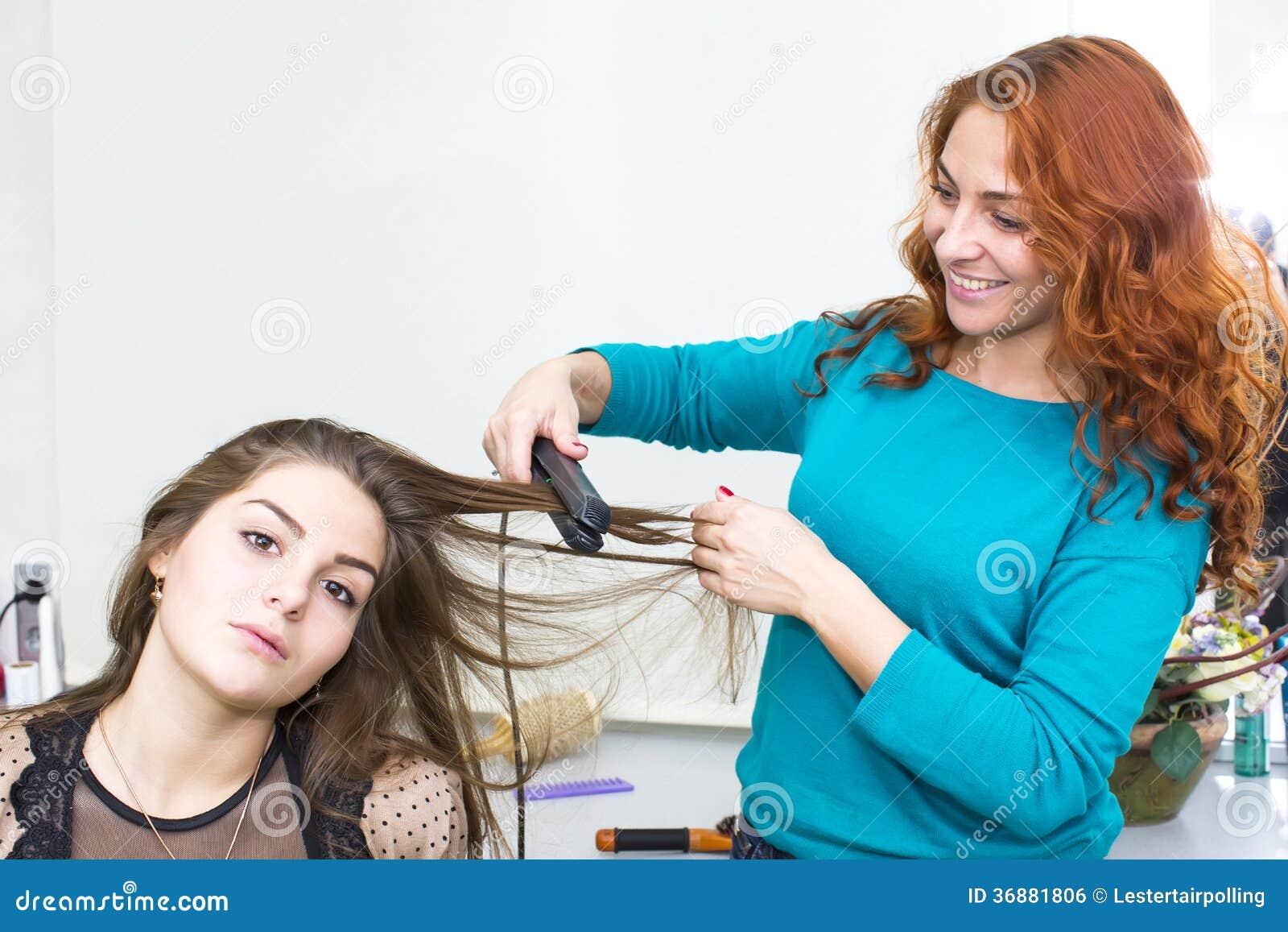 Download Donna In Un Salone Di Bellezza Fotografia Stock - Immagine di haircare, donne: 36881806