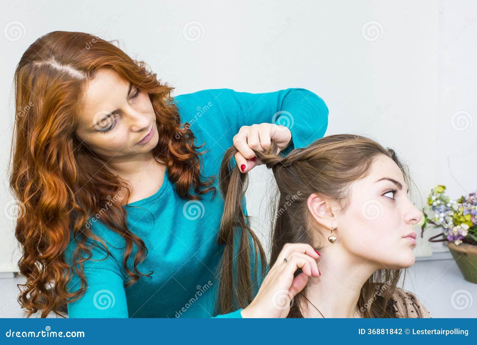 Download Donna In Un Salone Di Bellezza Fotografia Stock - Immagine di stilista, highlights: 36881842