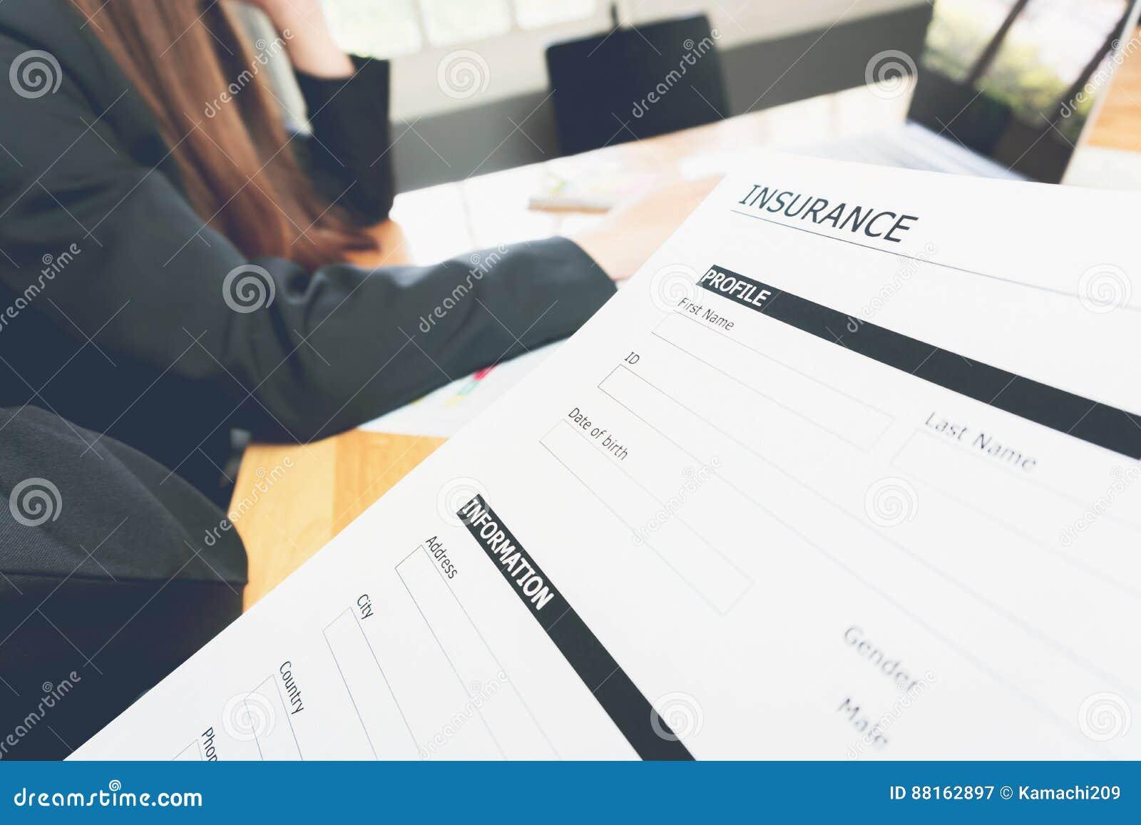 Lidentità di driver e owner, la descrizione del veicolo e le date di inizio e fine.