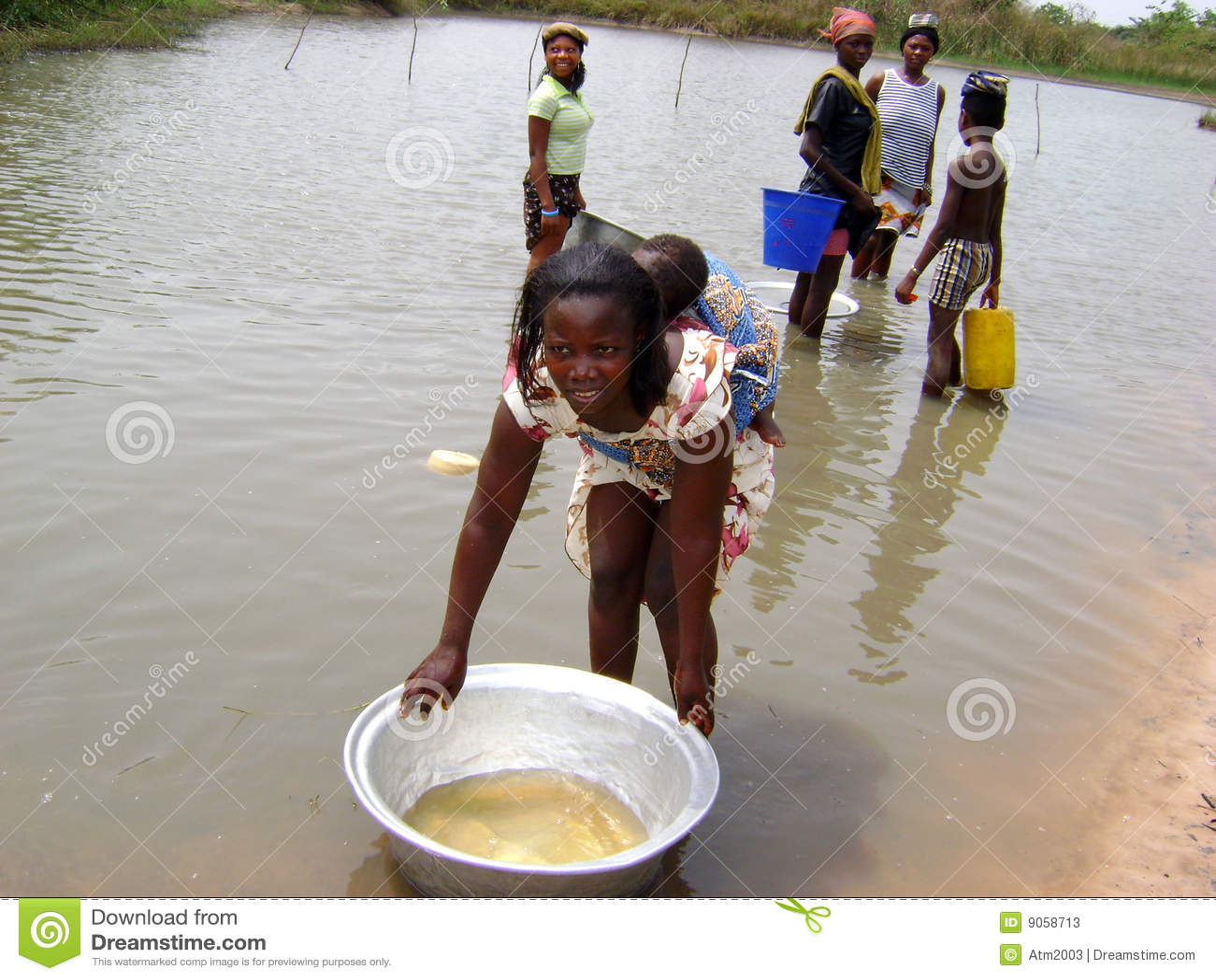 Donne africane al fiume