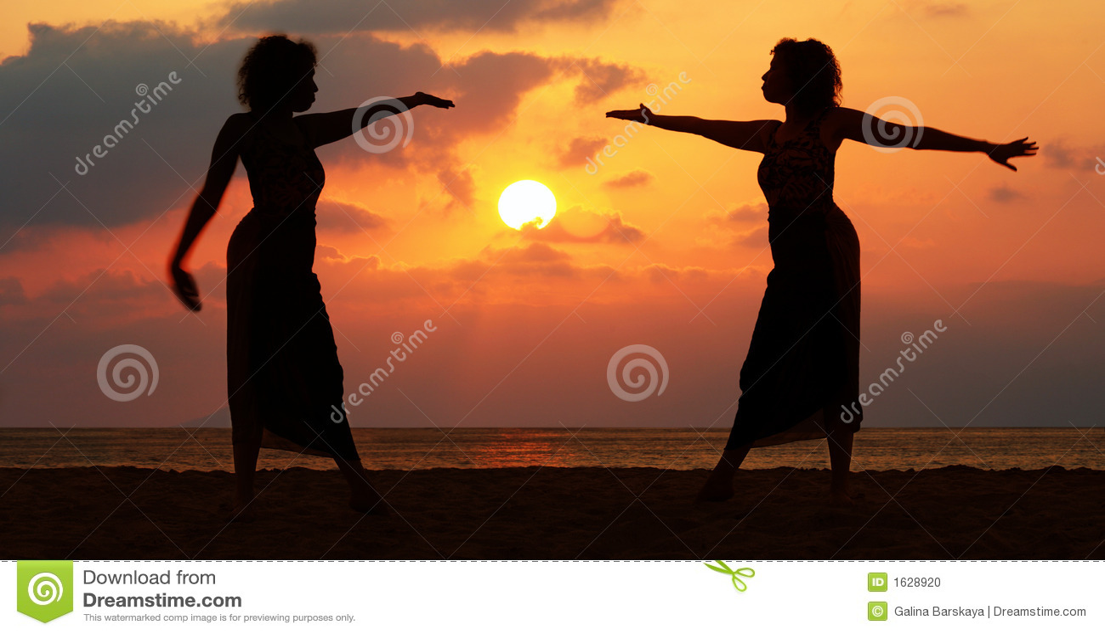 Donne al tramonto