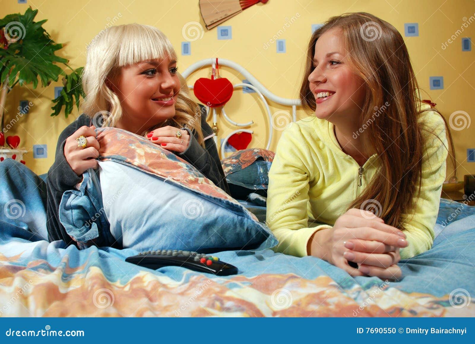 donne alla camera da letto fotografia stock - immagine: 7690550 - Donne In Camera Da Letto