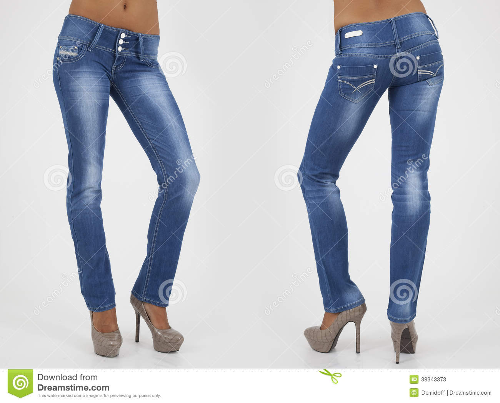 ed8b27f8f7 Donne Graziose In Jeans Stretti Immagine Stock - Immagine di ...
