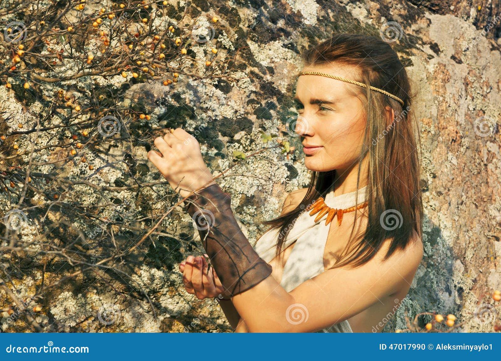 Donne Primitive Che Raccolgono Le Bacche Donne Di Amazon Fotografia ...