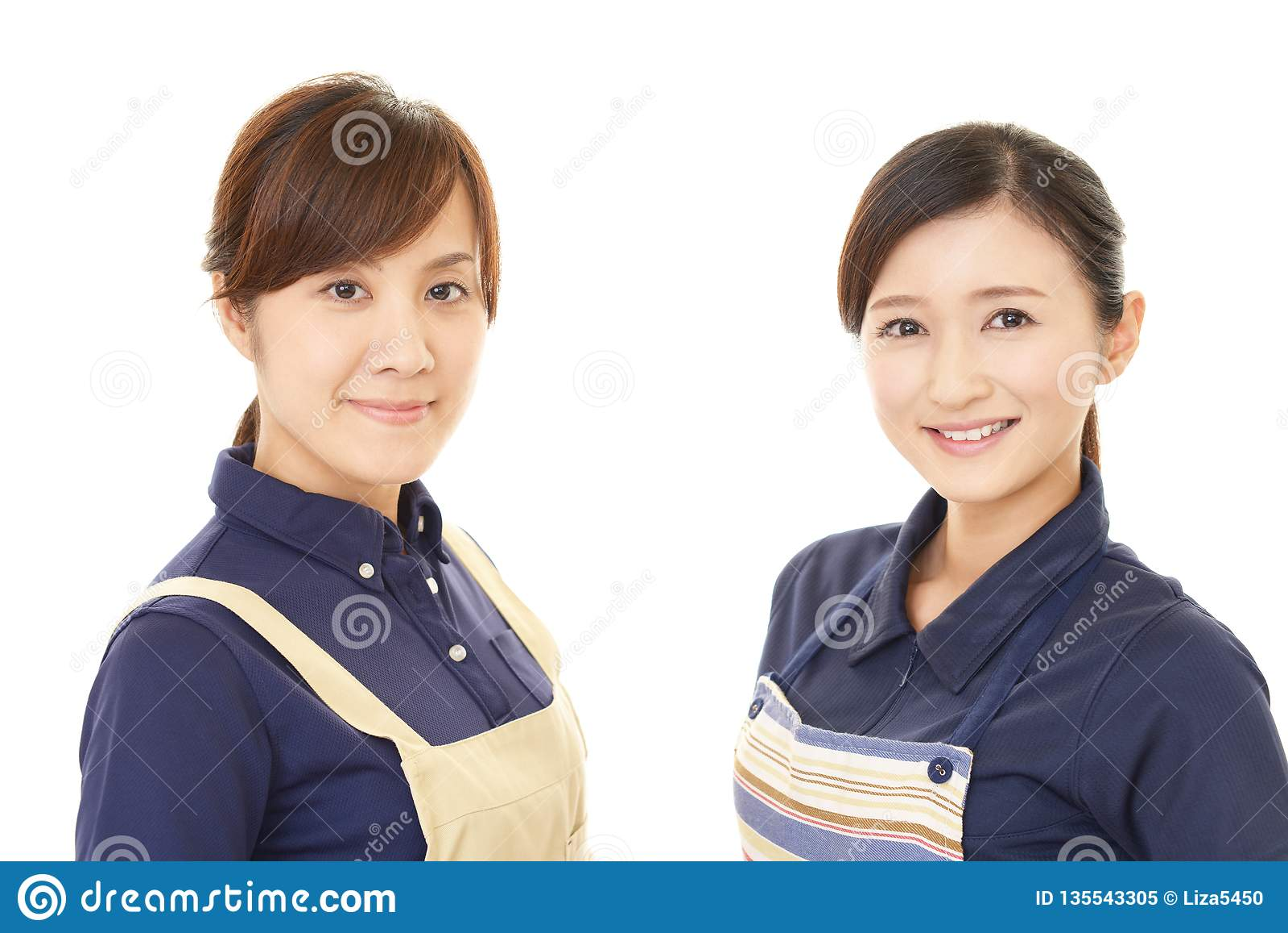 Donne sorridenti in grembiule