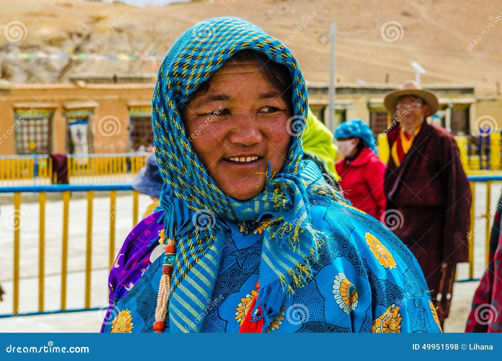 Donne tibetane in vestito tradizionale in vacanza for Vestito tradizionale giapponese femminile