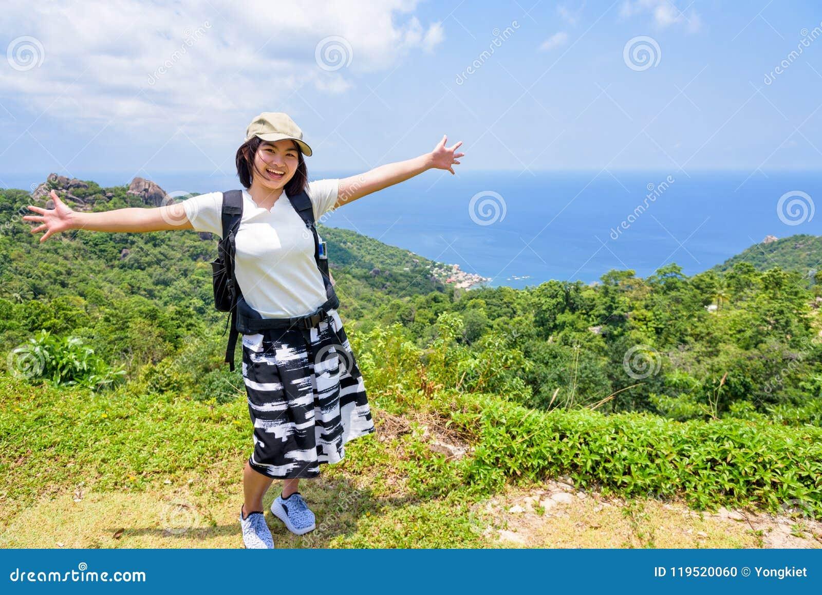 Donne turistiche sul punto di vista a Koh Tao
