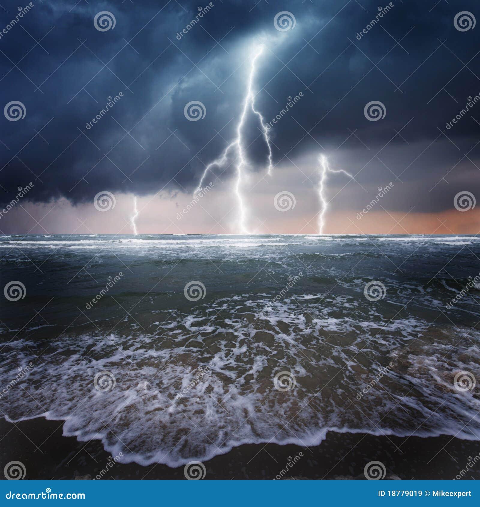 Donner auf dem Ozean