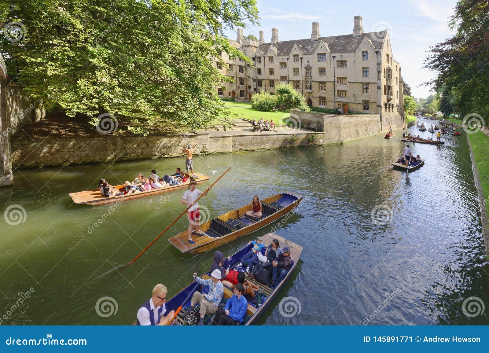 Donner un coup de vol?e des canaux Cambridge Angleterre touristes