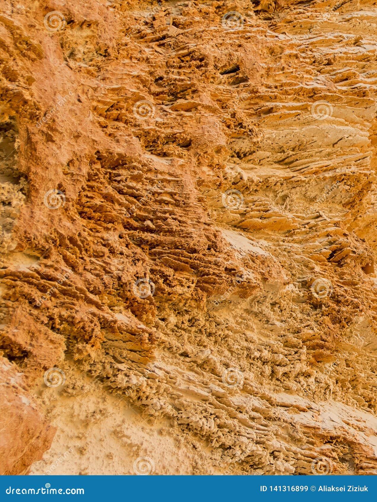 Donnez à sable jaune une consistance rugueuse, coupe de la terre