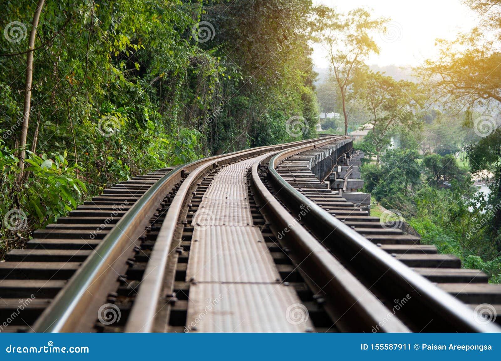 Doodsspoorweg tijdens Wereldoorlog II, Kanchanaburi Thailand wordt gebouwd dat