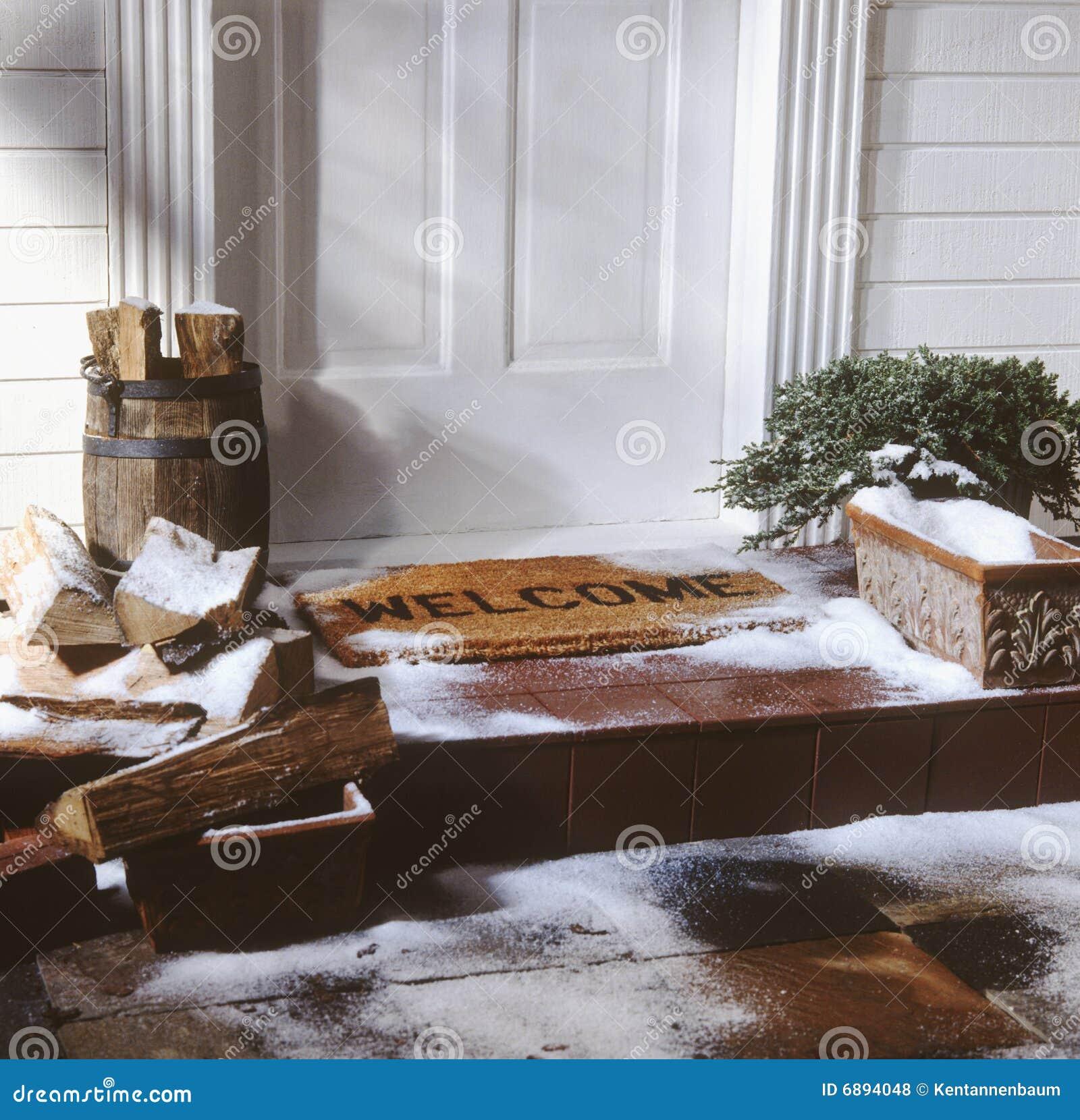 Door of house with welcome mat in winter Royalty Free Stock Photos & Front Door Welcome Mat Stock Photo - Image: 8132160 Pezcame.Com