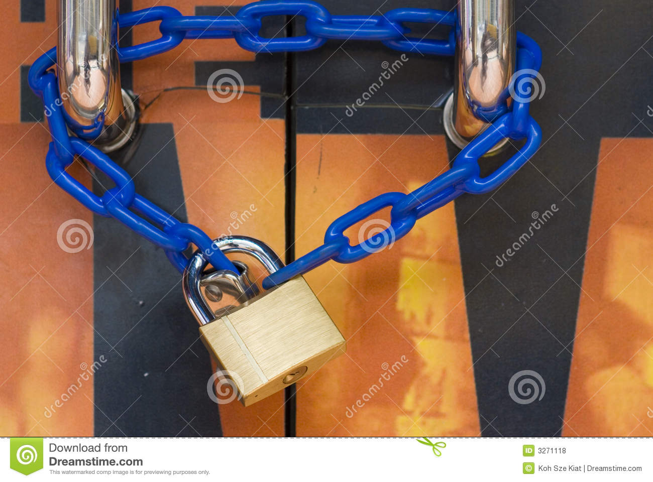Door lock and chain & Door Lock And Chain Royalty Free Stock Photos - Image: 3271118 Pezcame.Com