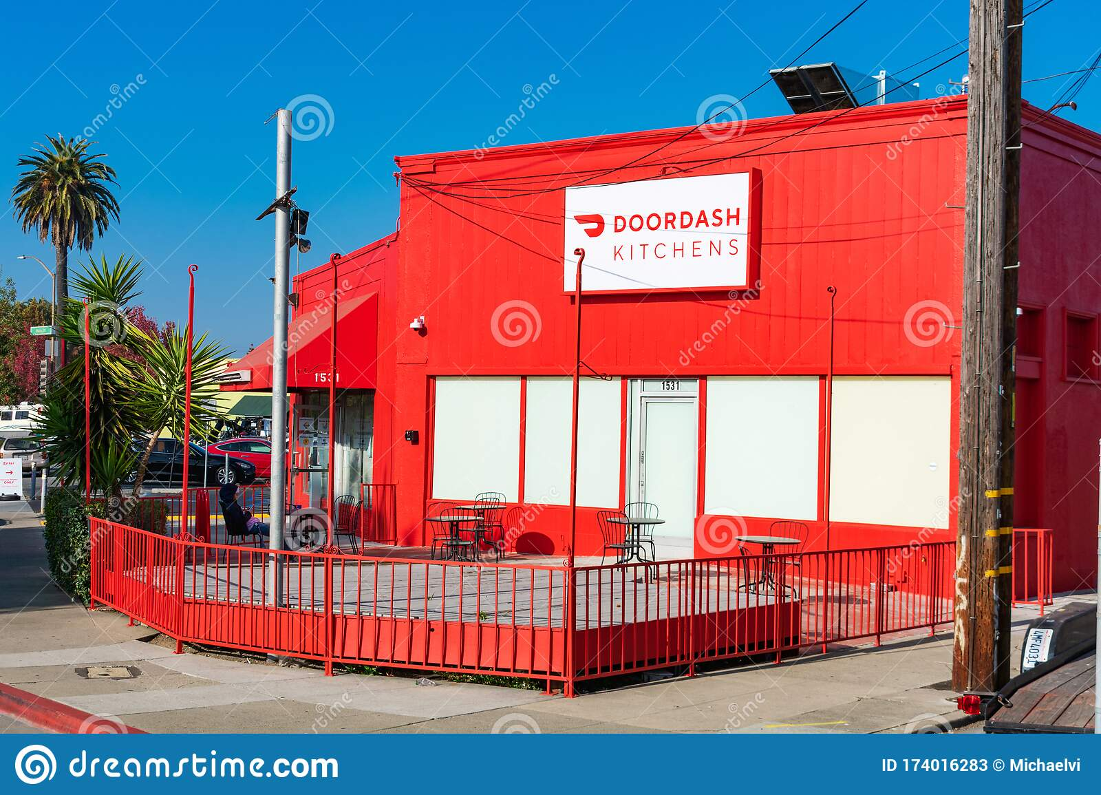 Doordash Kitchens Storefront Doordash Kitchens Is Shared Ghost Kitchen Model Of On Demand Prepared Food Delivery Service Editorial Stock Photo Image Of Online Delivery 174016283