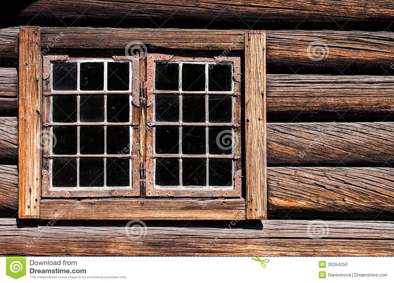 Doorstaan de muurvenster van het logboekhuis