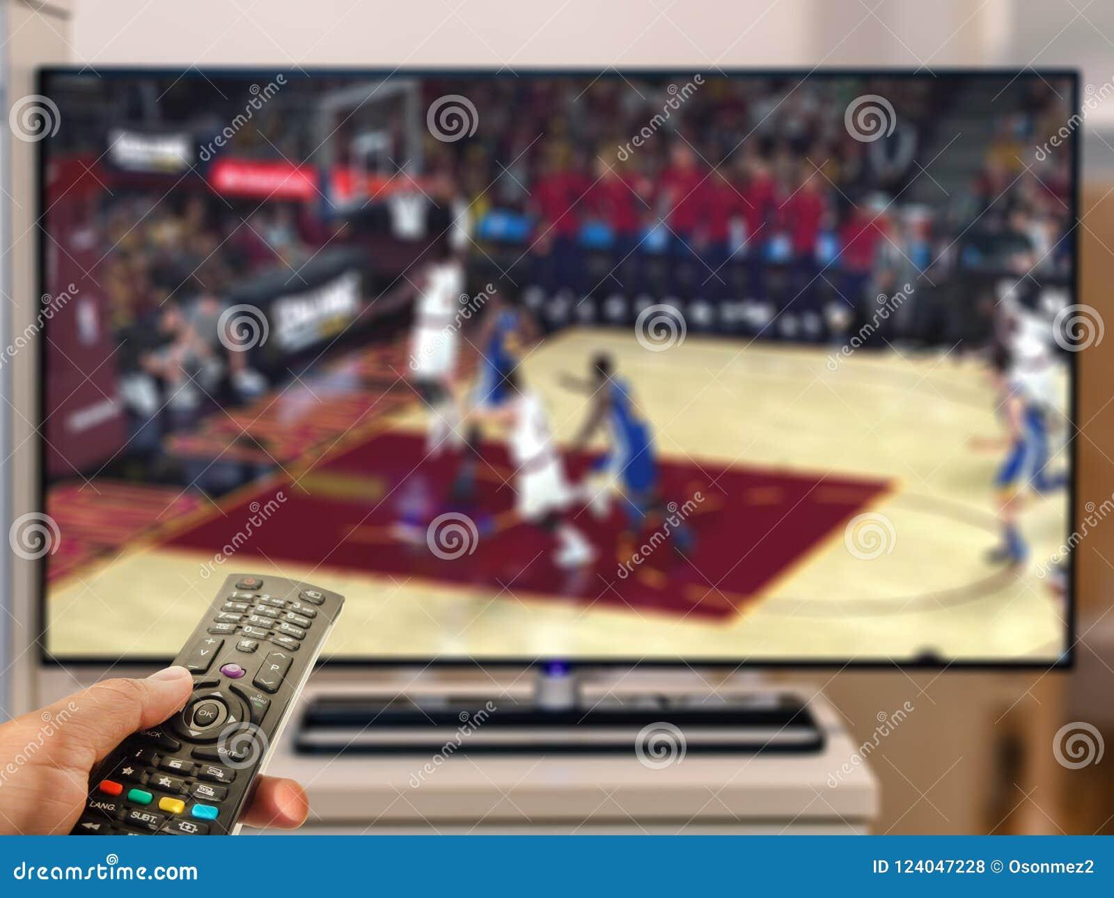 Dopatrywanie mecz koszykówki na TV