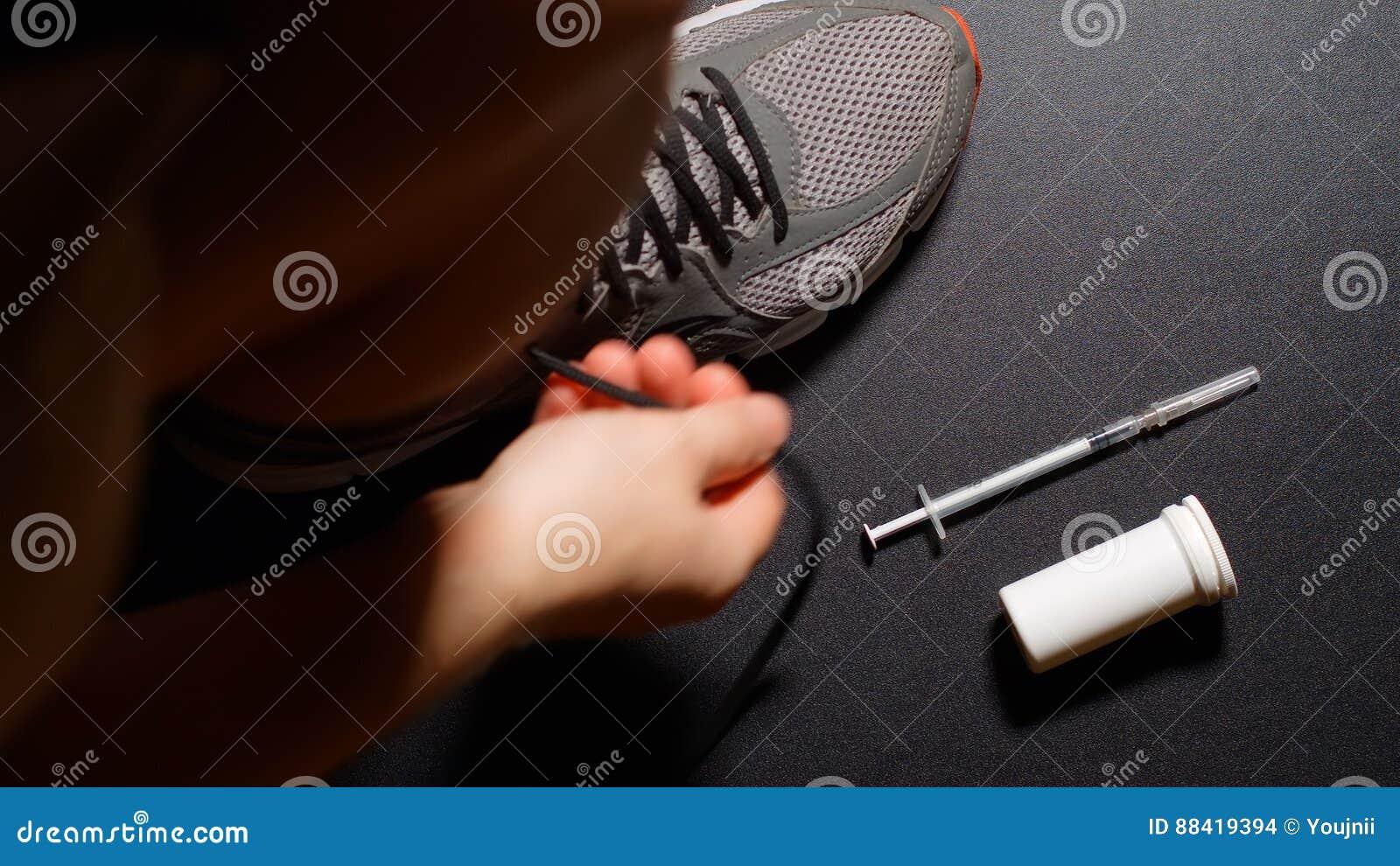 DOPING: El atleta viste los zapatos y toma píldoras