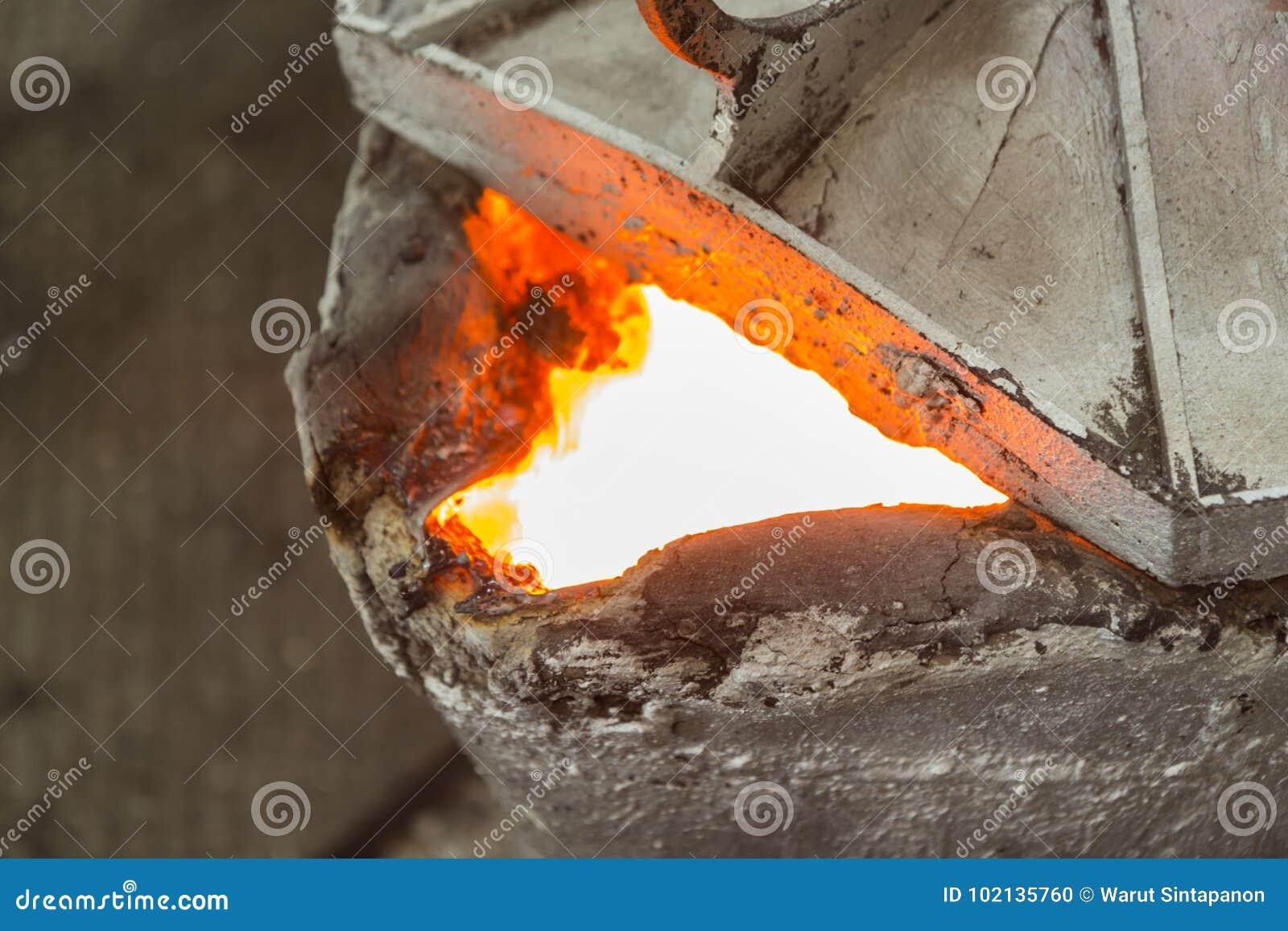 Dopo il versamento della siviera del metallo