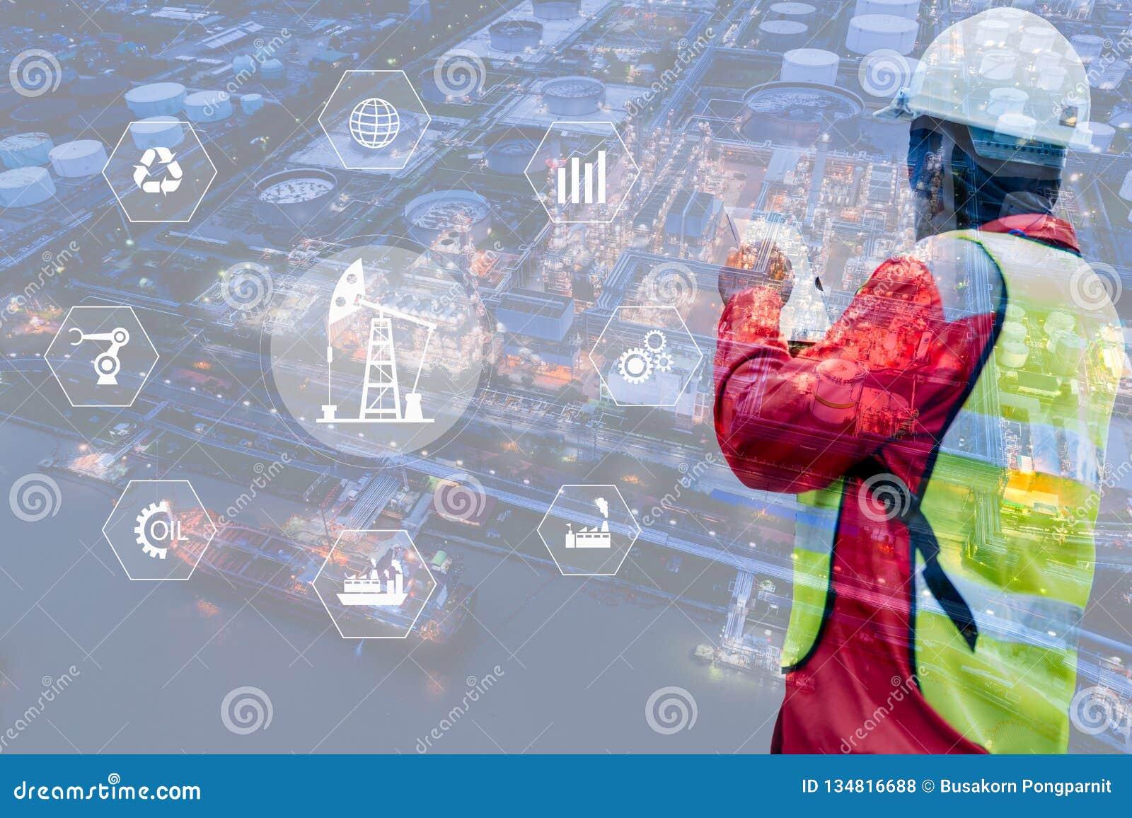 Doppelbelichtung des Ingenieurs mit Erdölraffinerieindustrie-Betriebshintergrund, der industriellen Instrumente in der Fabrik und