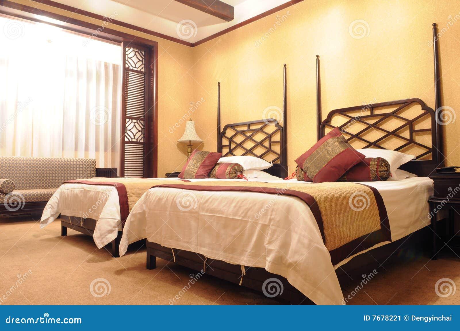 https://thumbs.dreamstime.com/z/doppia-camera-da-letto-dell-albergo-di-lusso-7678221.jpg