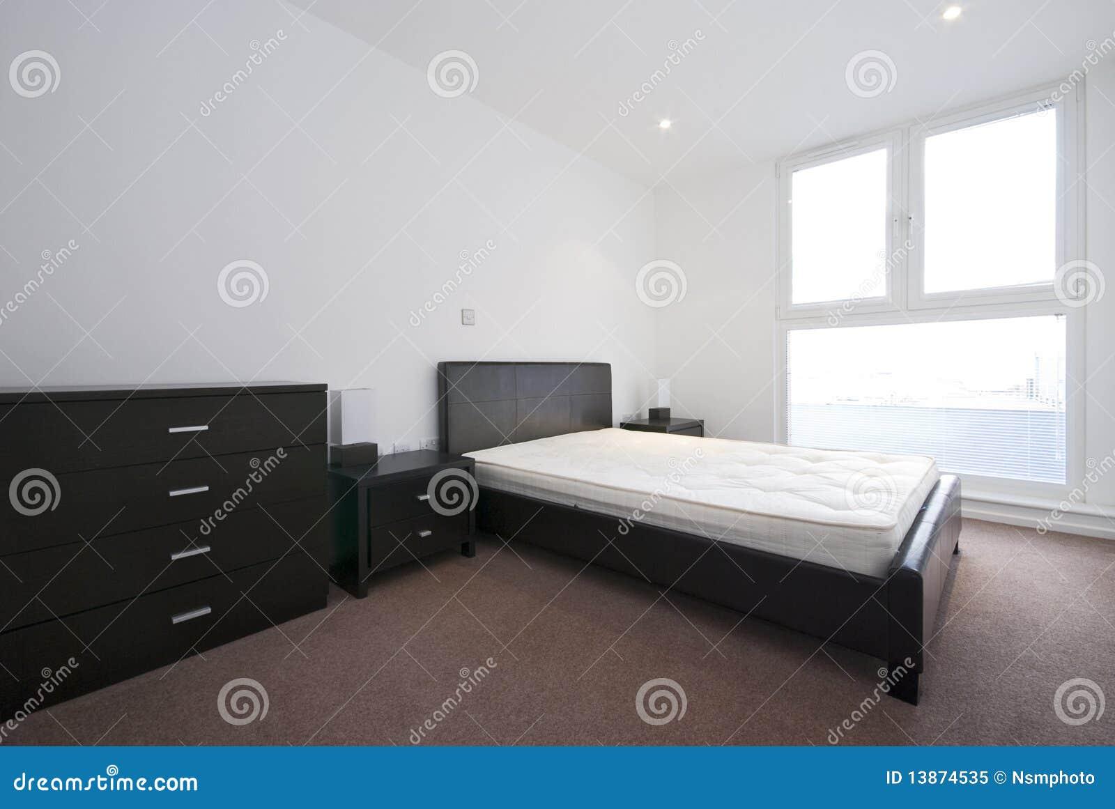 Doppia camera da letto moderna con la grande doppia base immagine stock immagine di casa base - Camera da letto grande ...